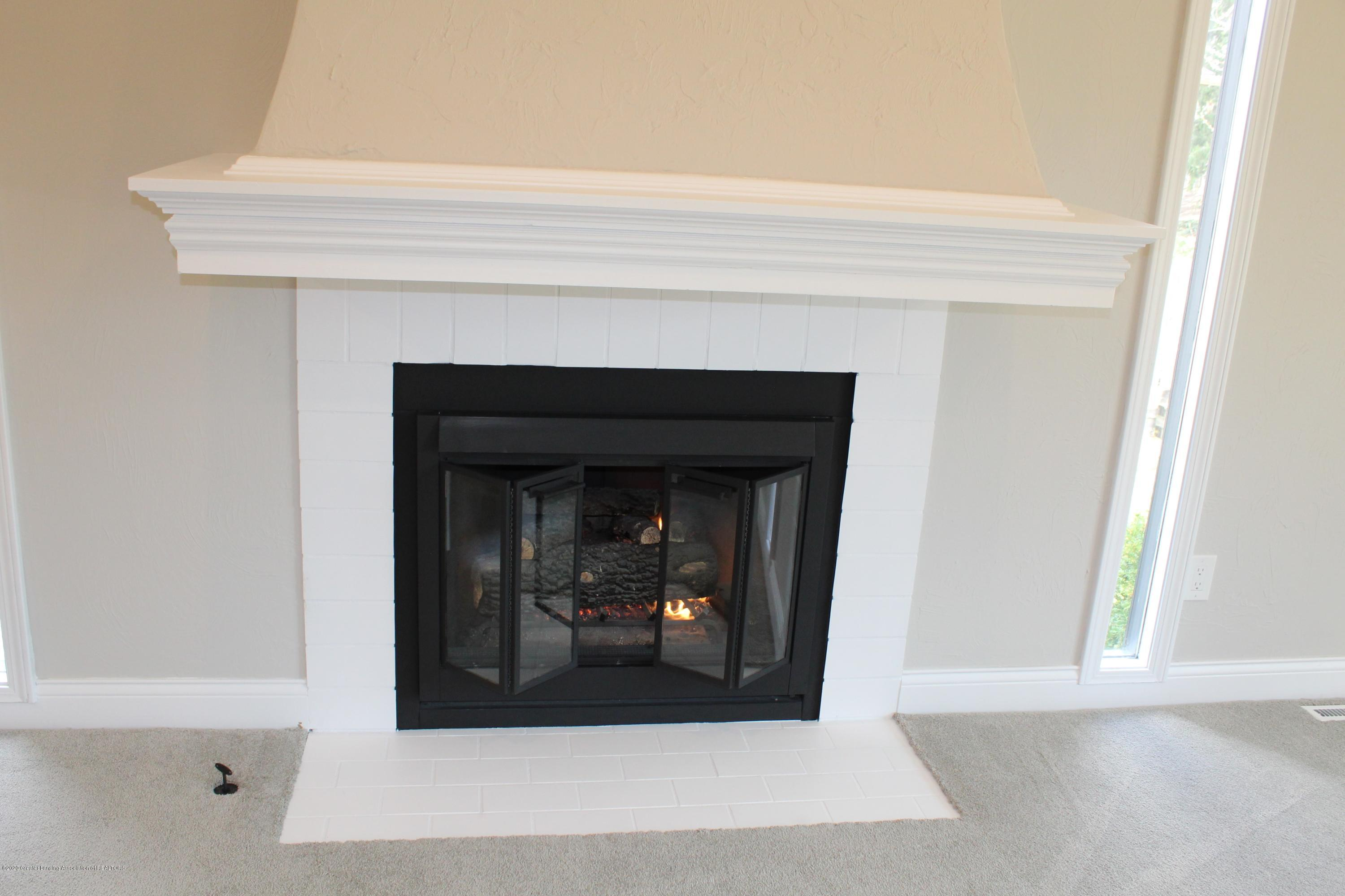 984 Whittier Dr - GAS FIREPLACE - 26