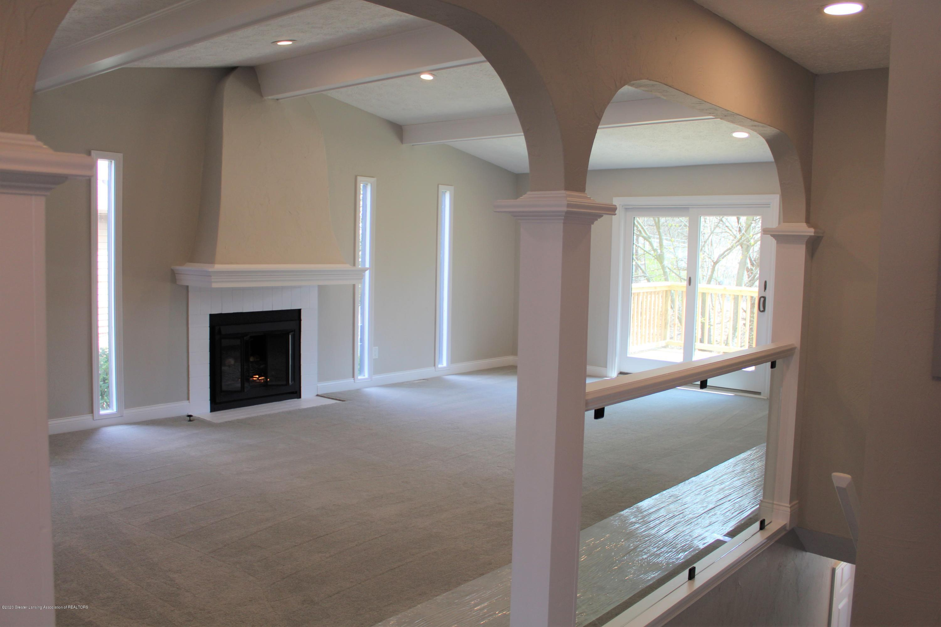 984 Whittier Dr - LIVING ROOM & STAIRS - 20