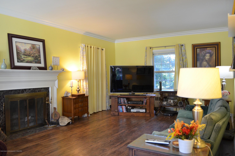 615 Bailey St - Living Room - 6