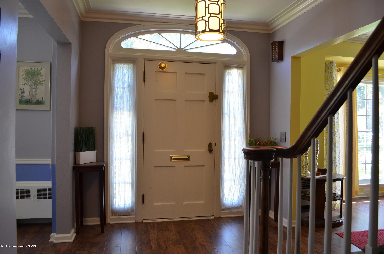 615 Bailey St - Foyer - 2