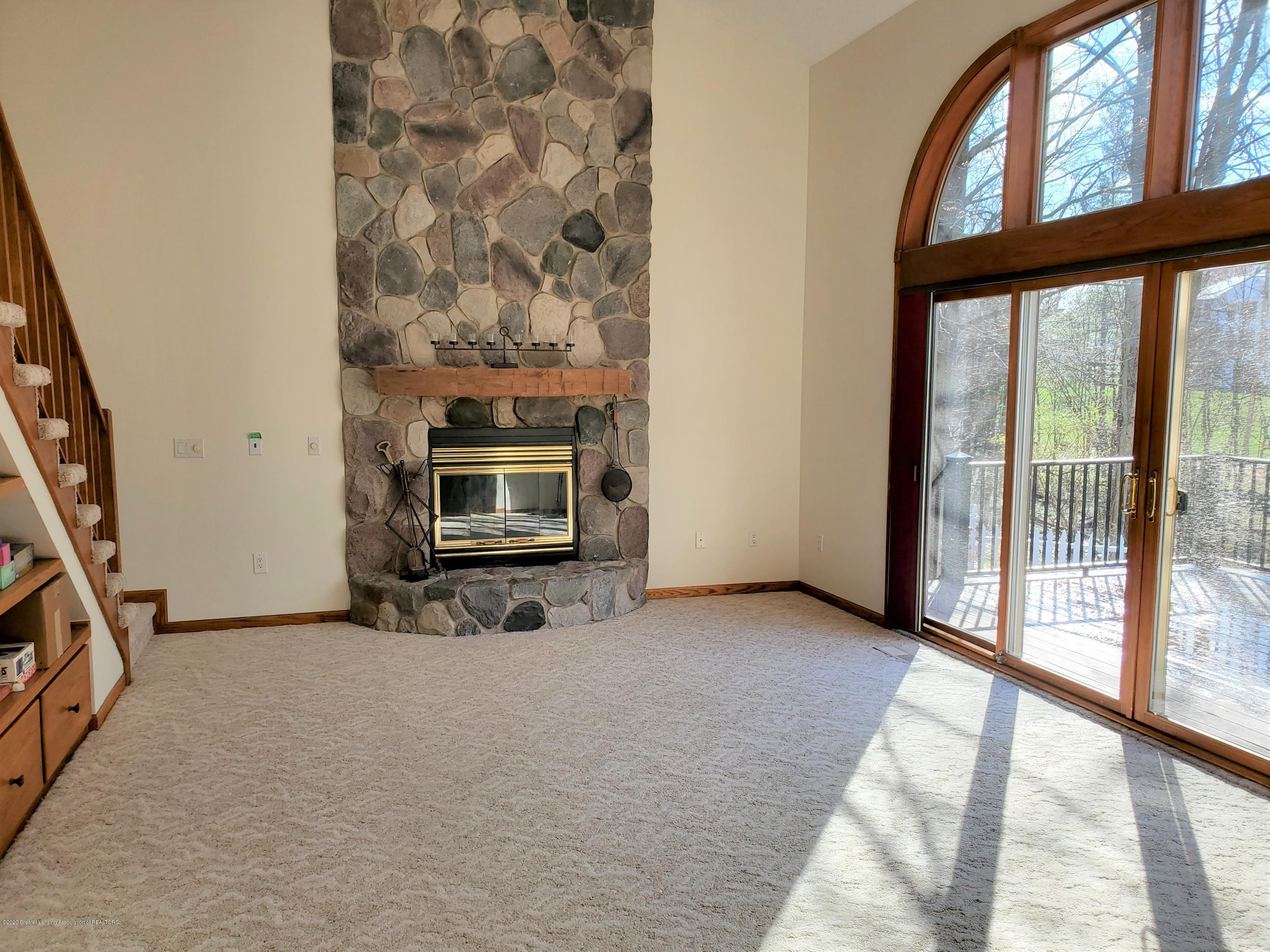 1075 Nautical Dr - 2-Story Family Room - 15