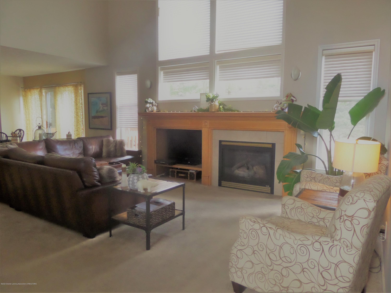 5332 Burcham Dr - Living Room - 4