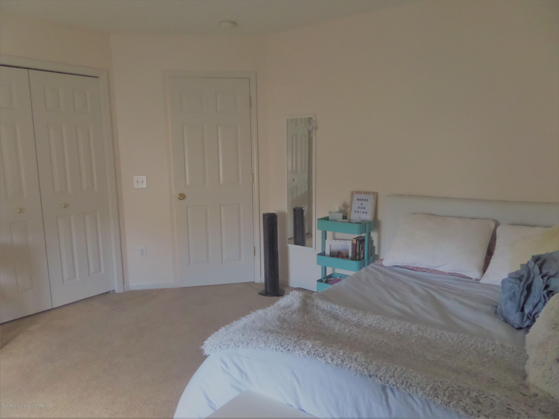 5332 Burcham Dr - Upstairs Bedroom - 24