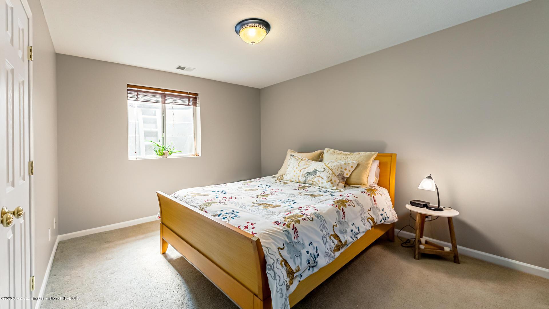 5332 Burcham Dr - Lower Level bedroom - 34