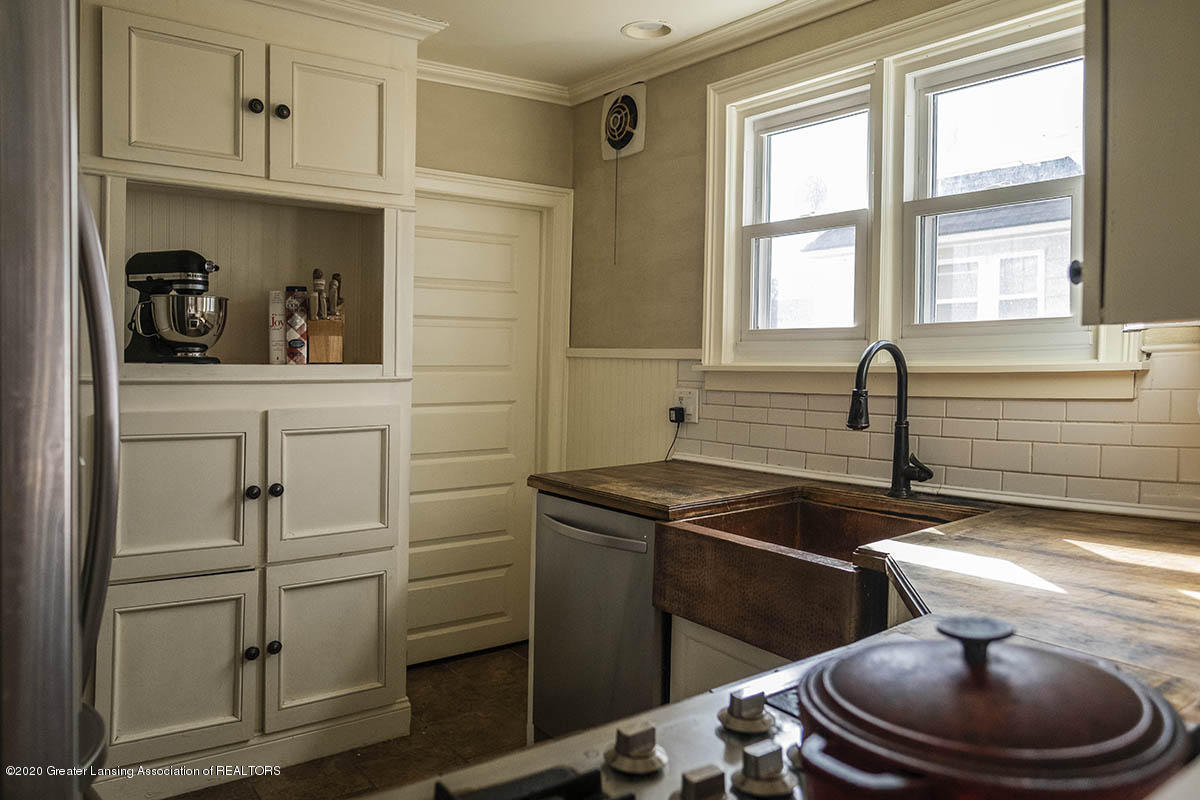 904 E Michigan Ave - 13-Kitchen - 14