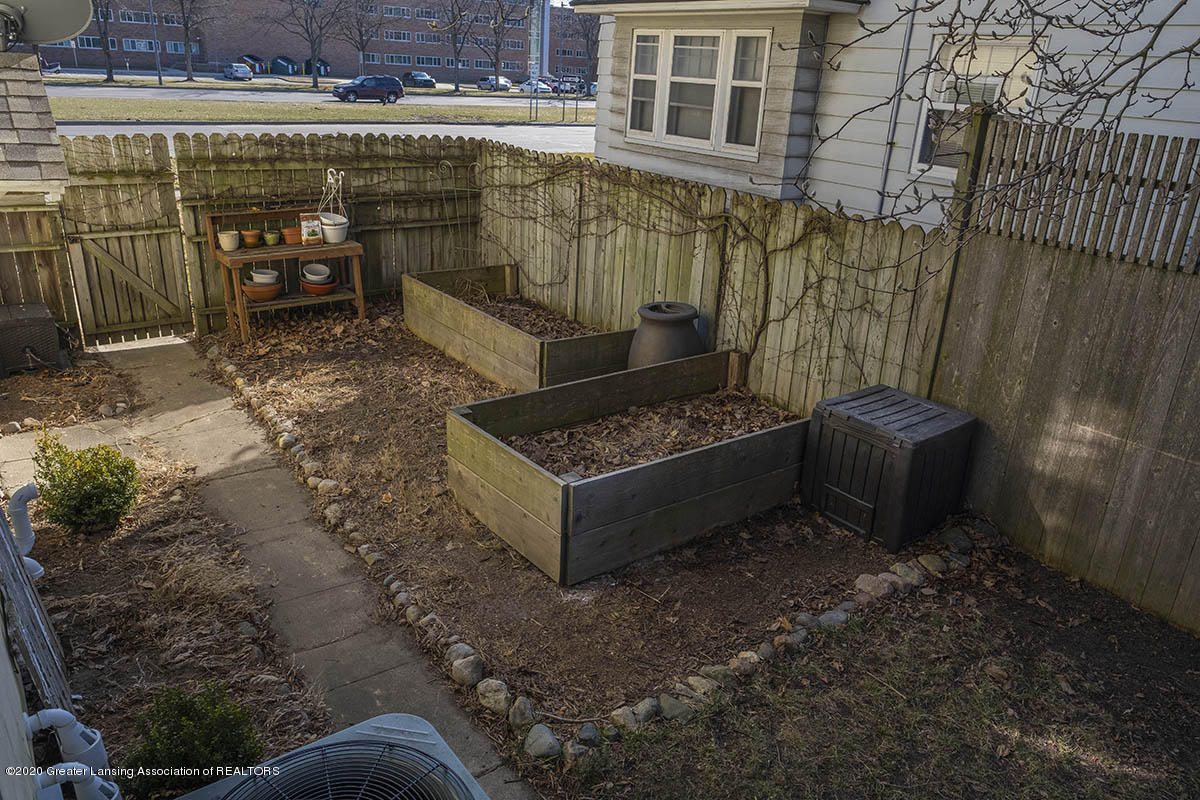904 E Michigan Ave - 31-Garden - 34