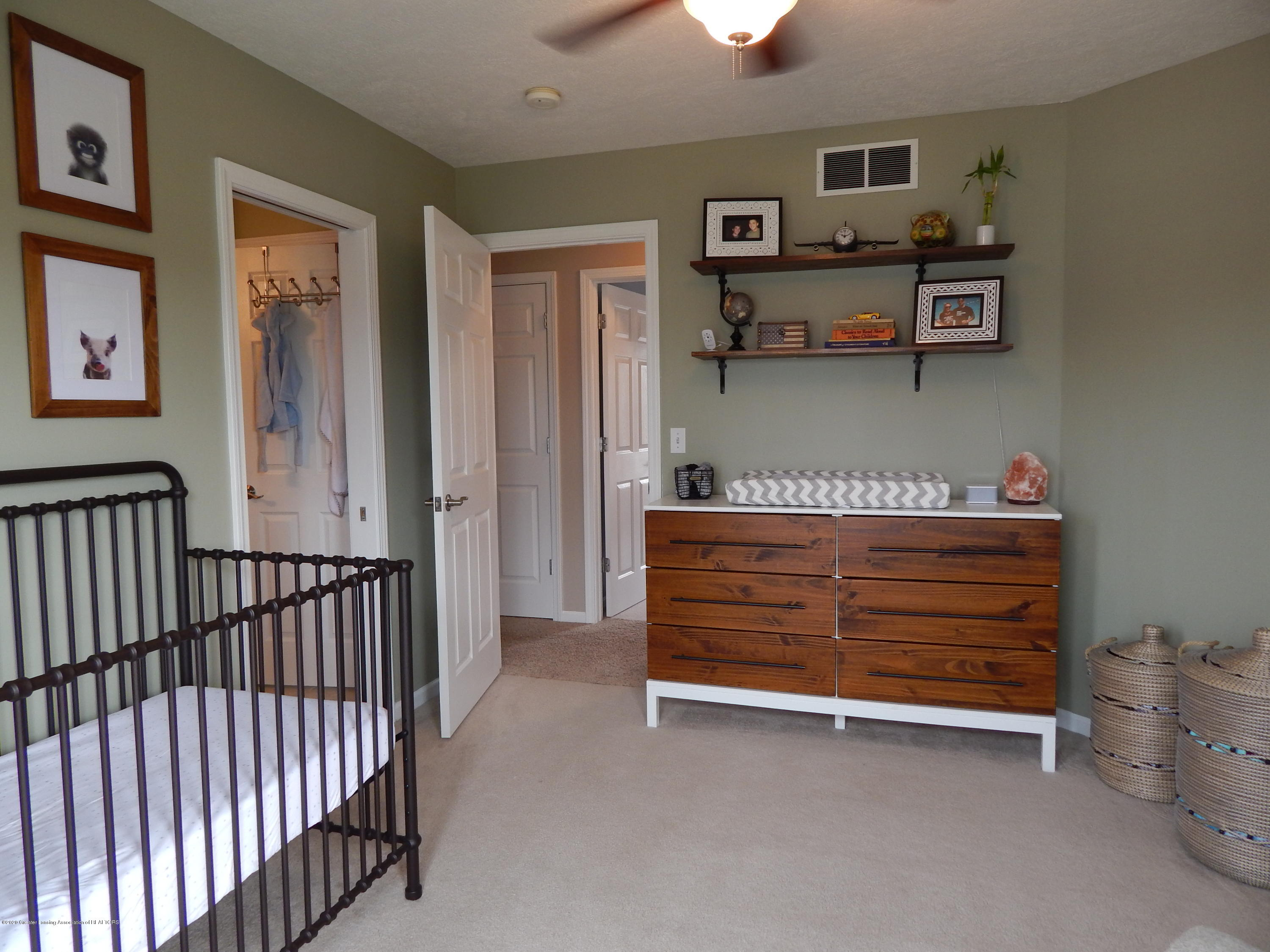 9481 Lookout Point Dr - Bedroom - 20