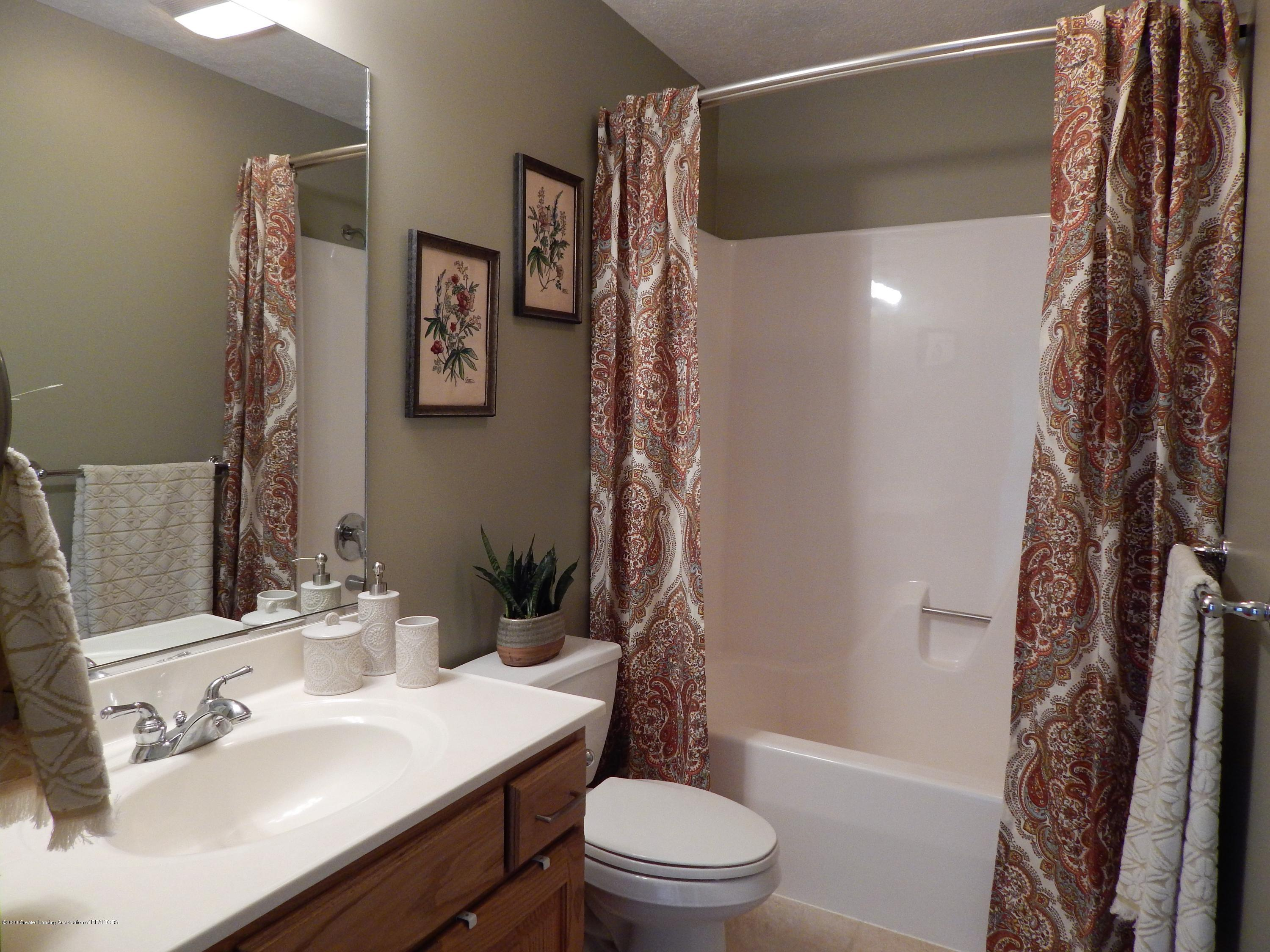 9481 Lookout Point Dr - Bathroom - 22