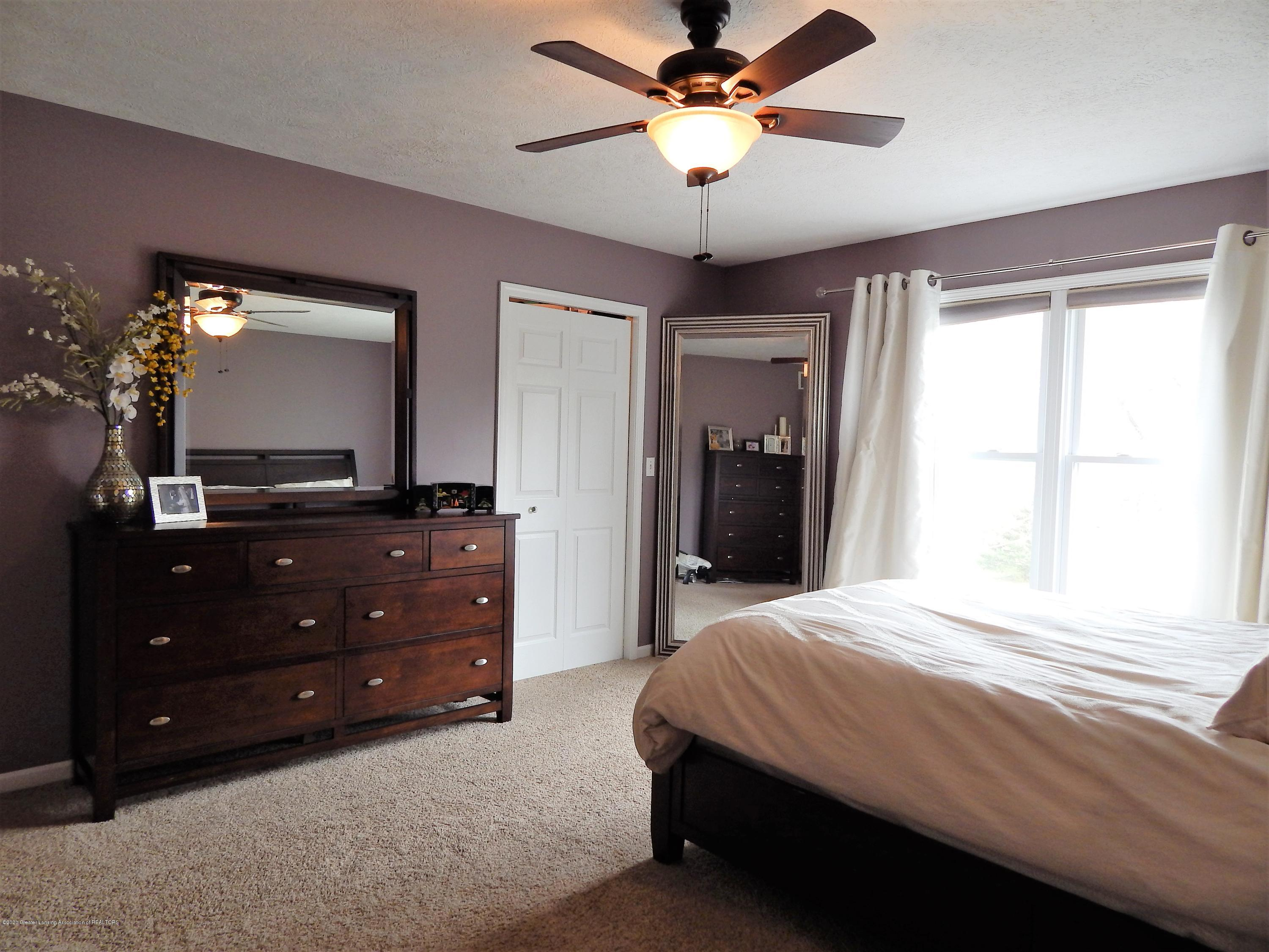 9481 Lookout Point Dr - Master Bedroom - 26