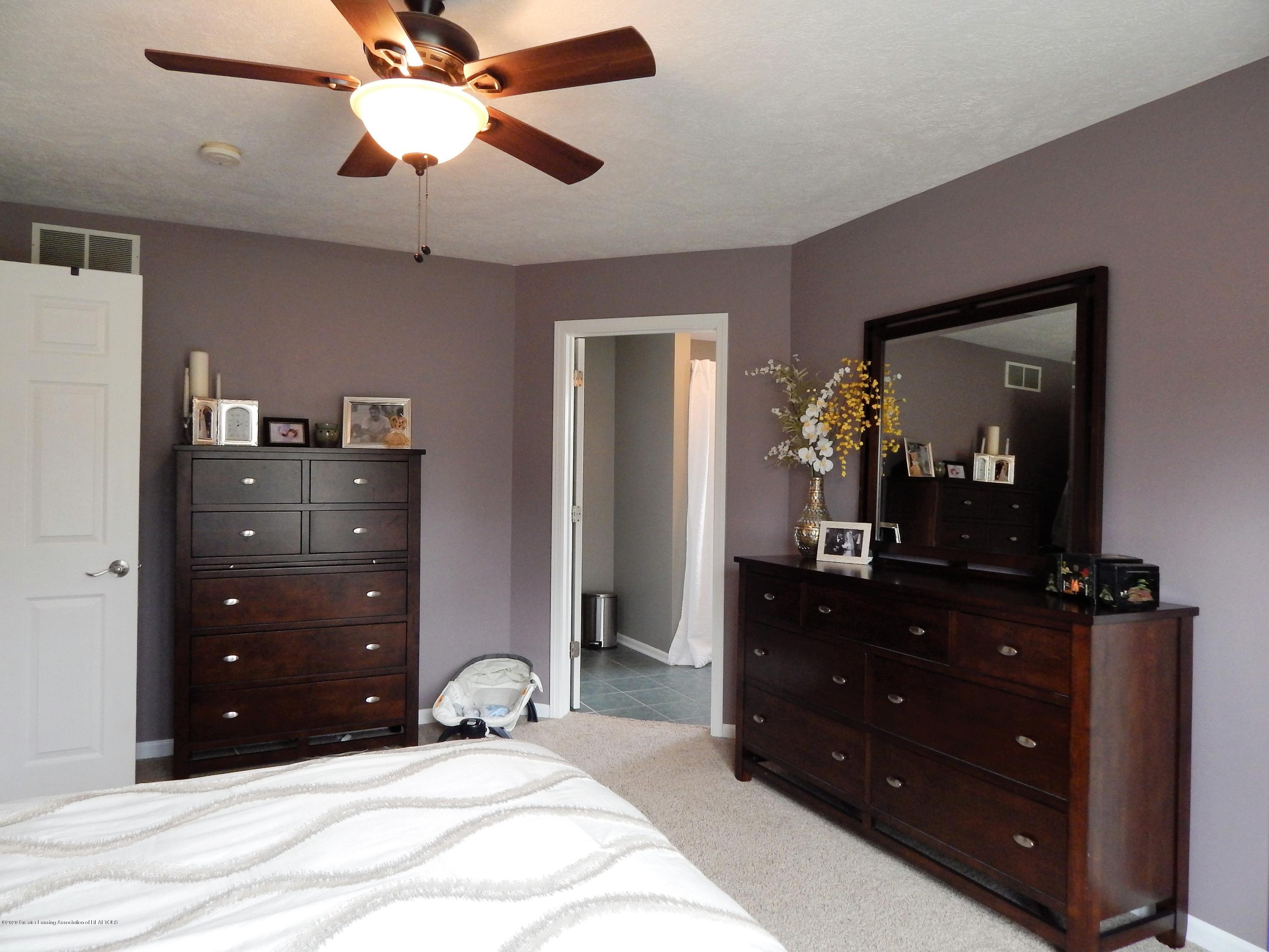 9481 Lookout Point Dr - Master Bedroom - 27