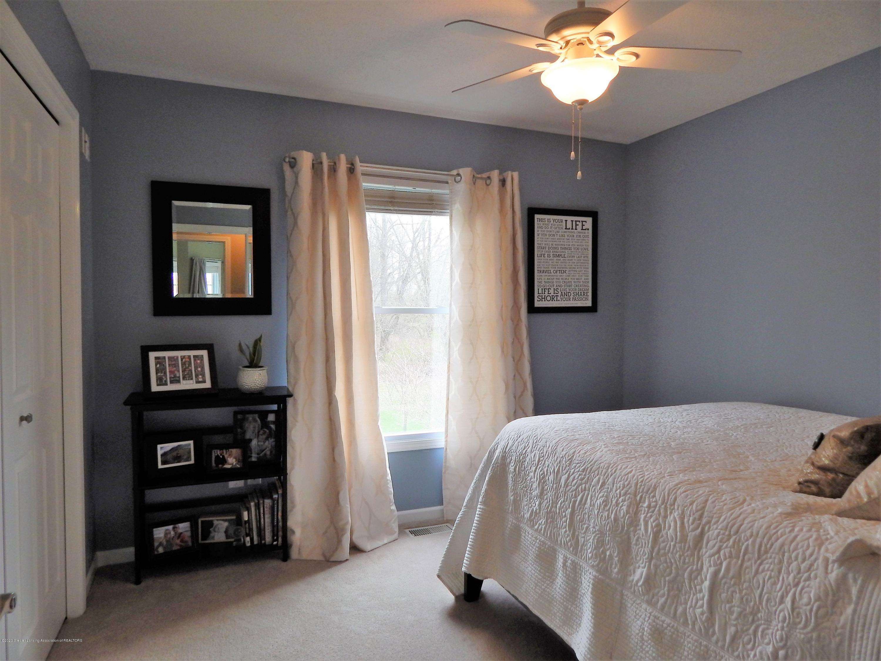 9481 Lookout Point Dr - Bedroom - 24