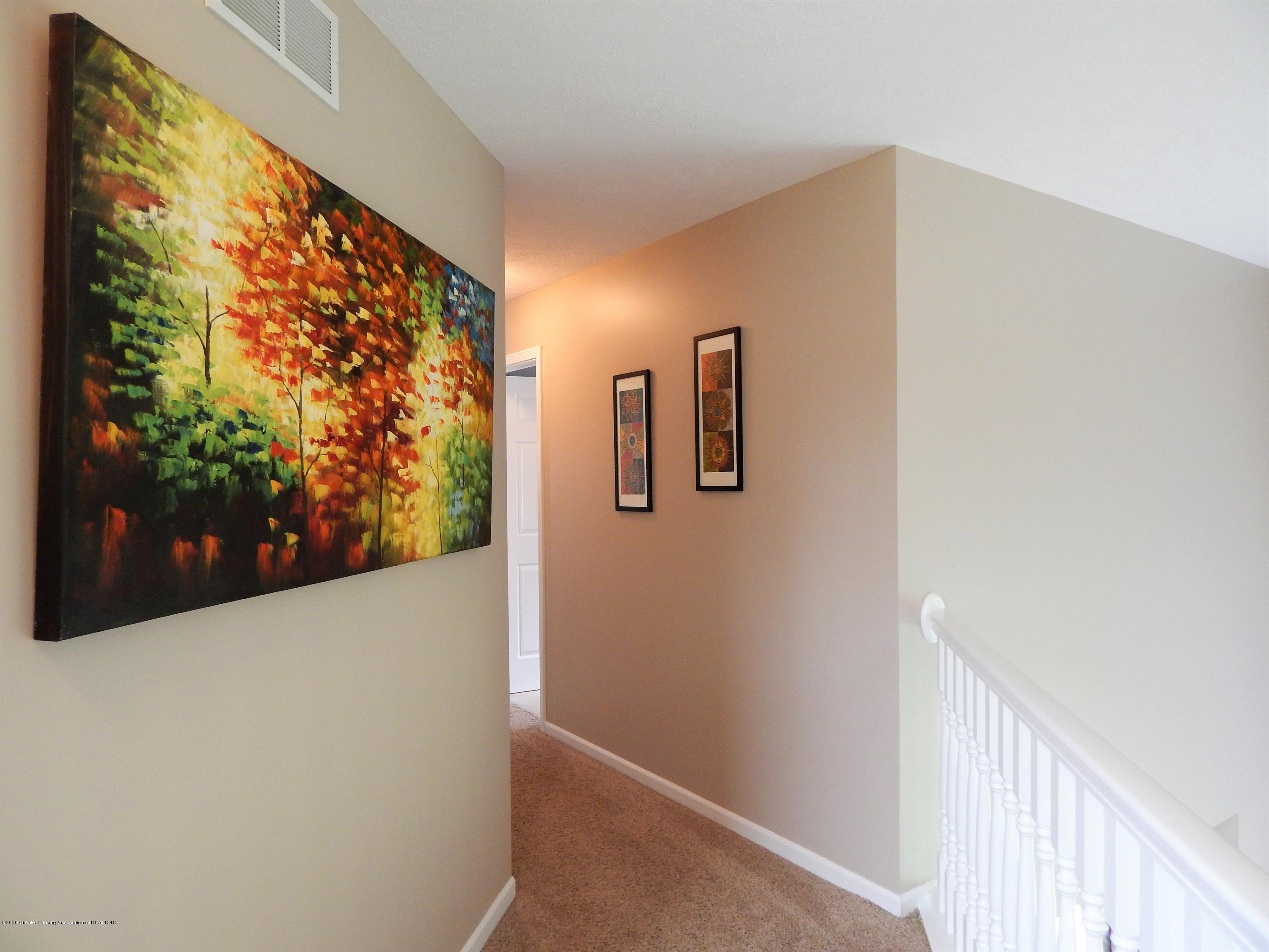 9481 Lookout Point Dr - Hallway - 17