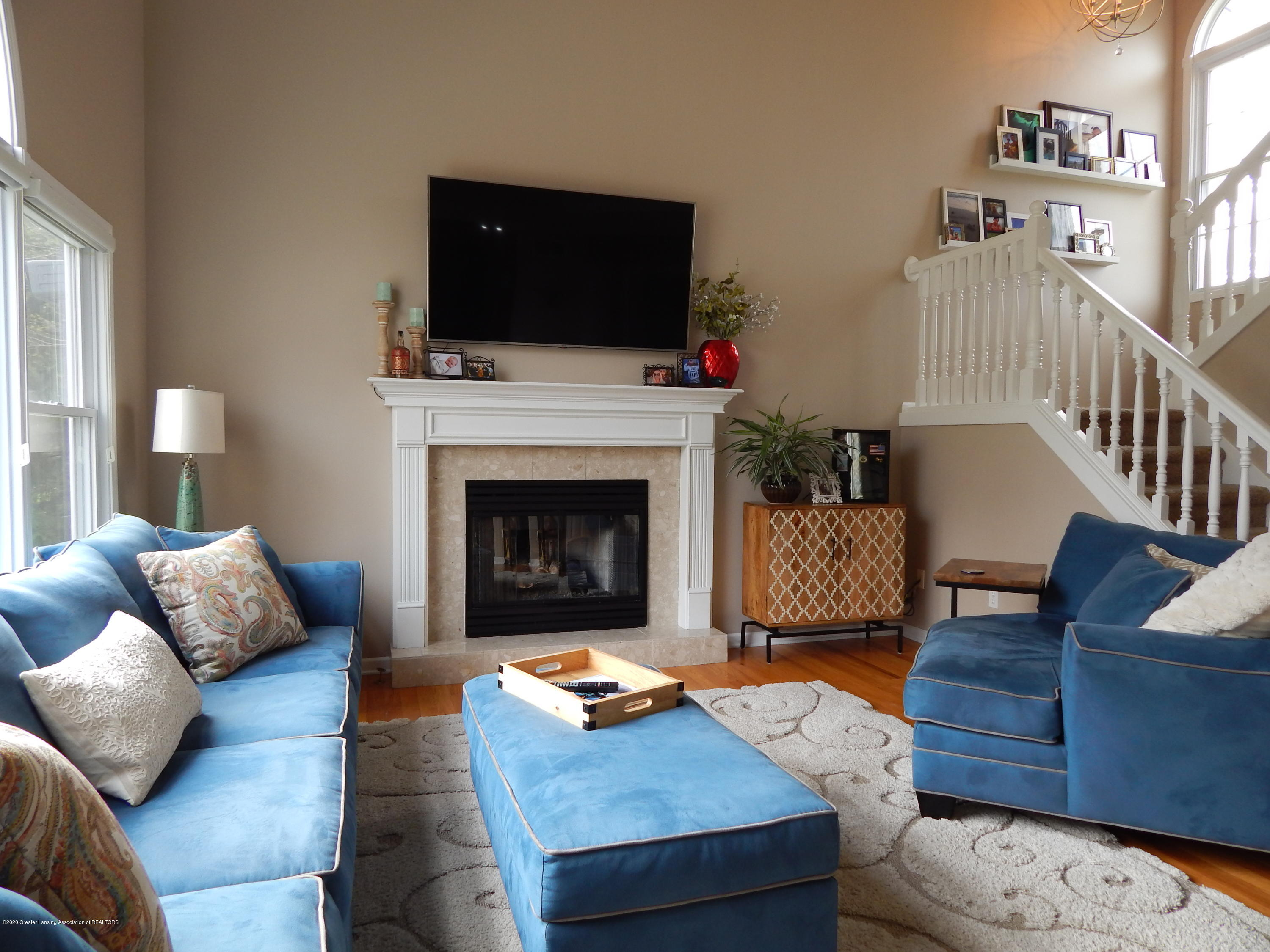 9481 Lookout Point Dr - Living Room - 14