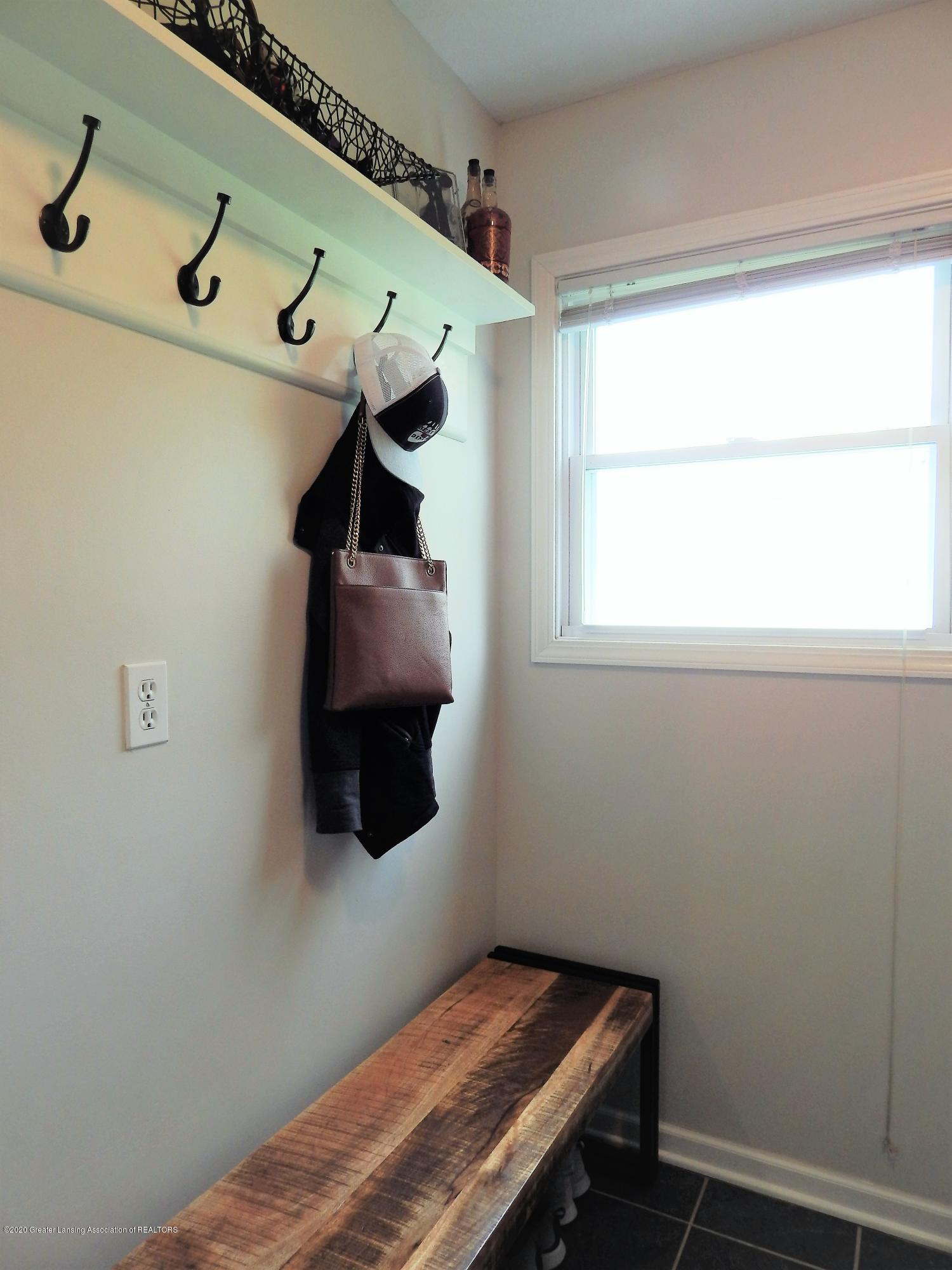 9481 Lookout Point Dr - Mud Room/Laundry - 36