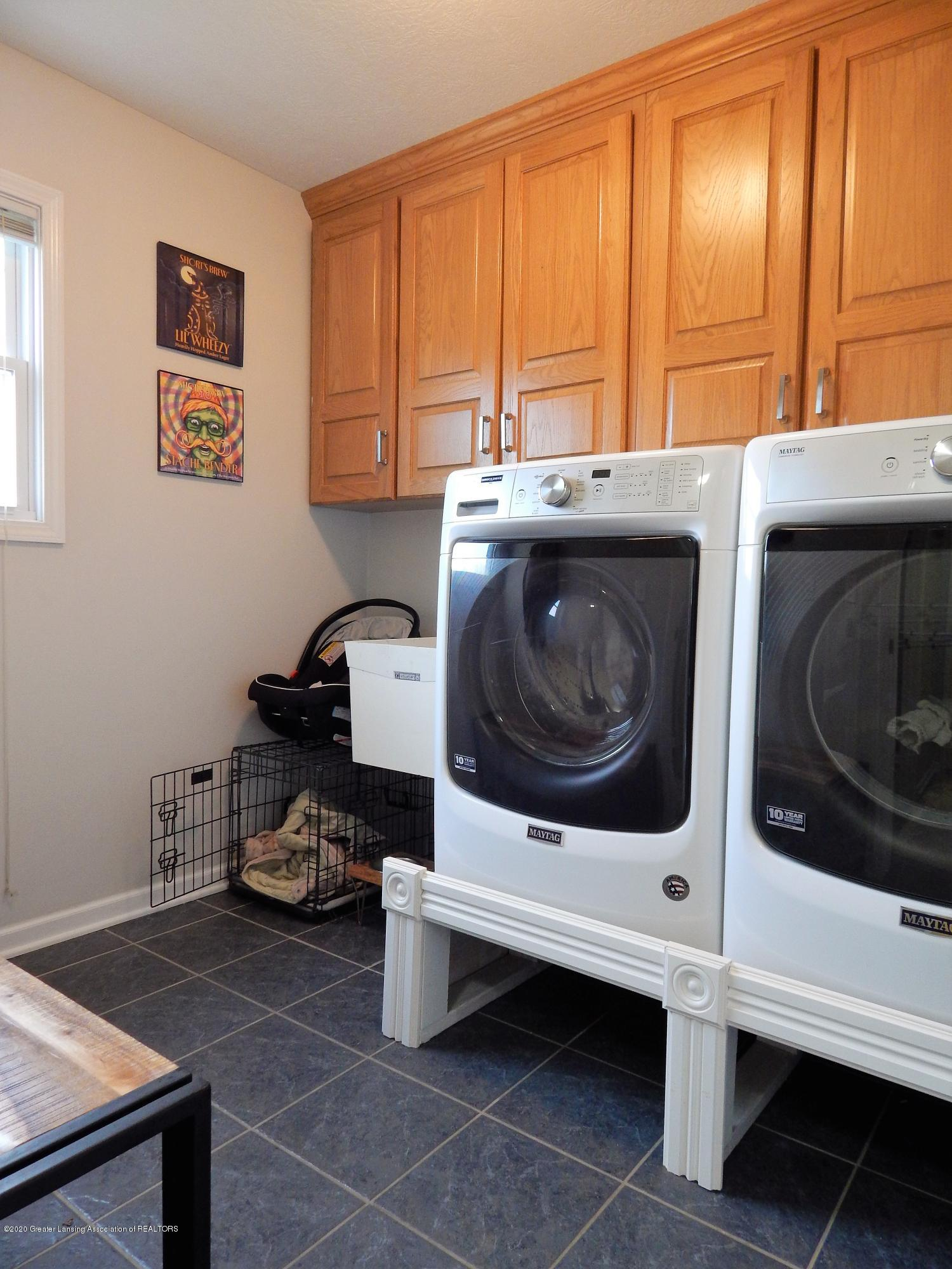 9481 Lookout Point Dr - Laundry - 35