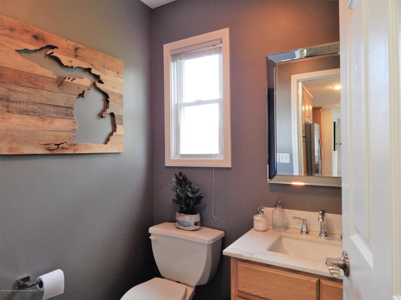 9481 Lookout Point Dr - Half Bathroom - 34