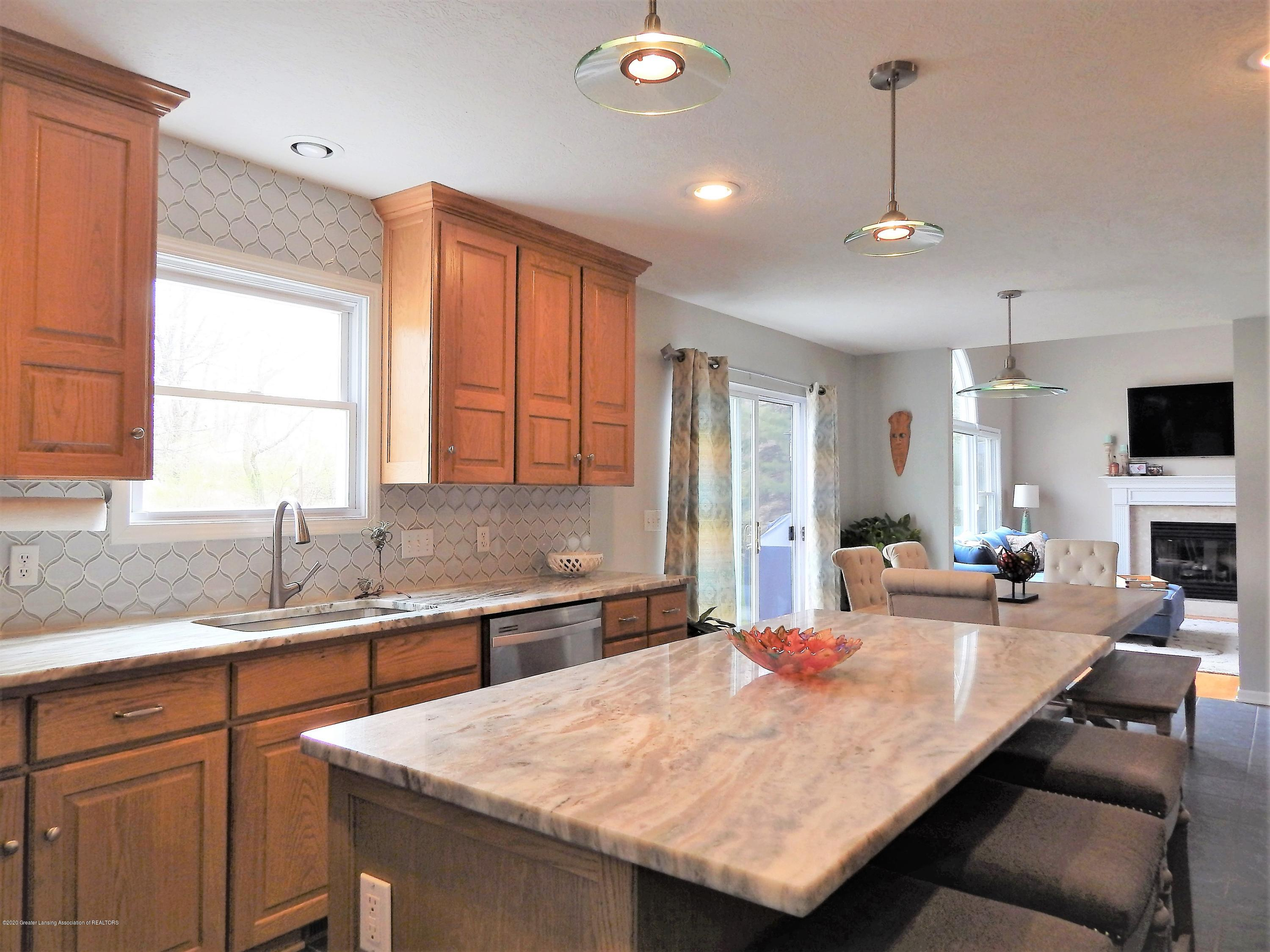 9481 Lookout Point Dr - Kitchen - 5