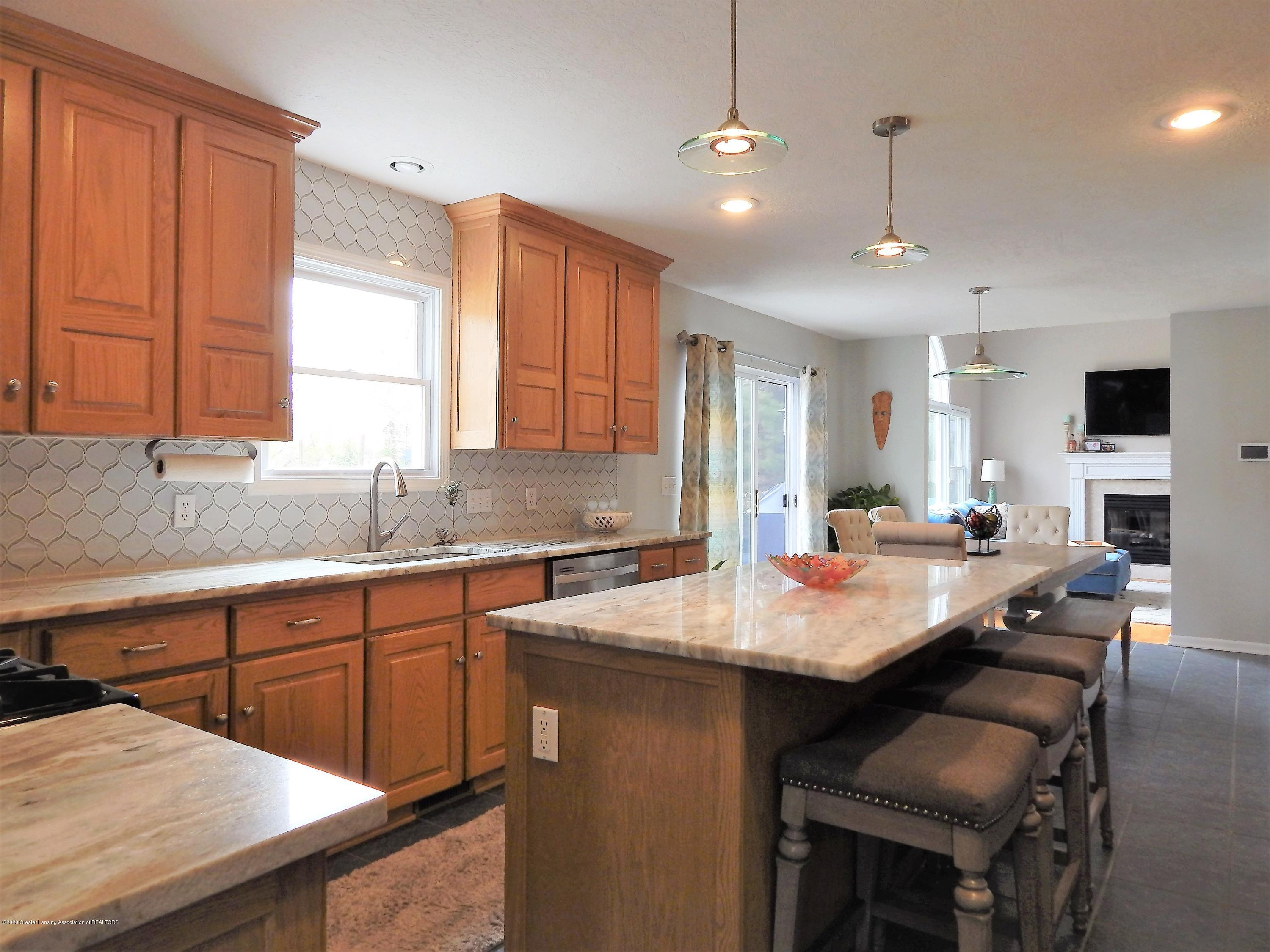 9481 Lookout Point Dr - Kitchen - 4