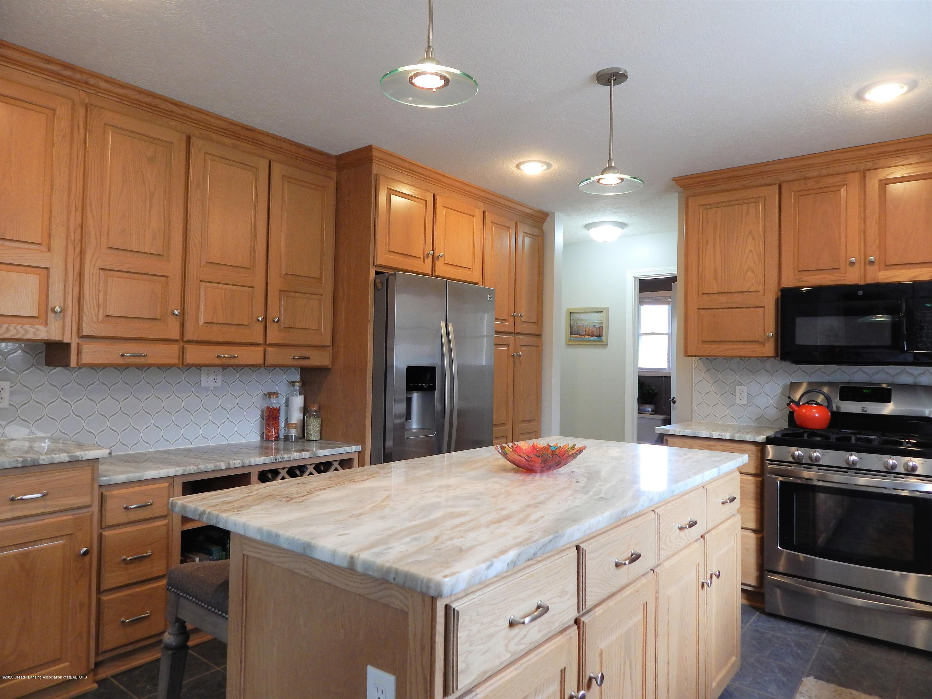 9481 Lookout Point Dr - Kitchen - 7