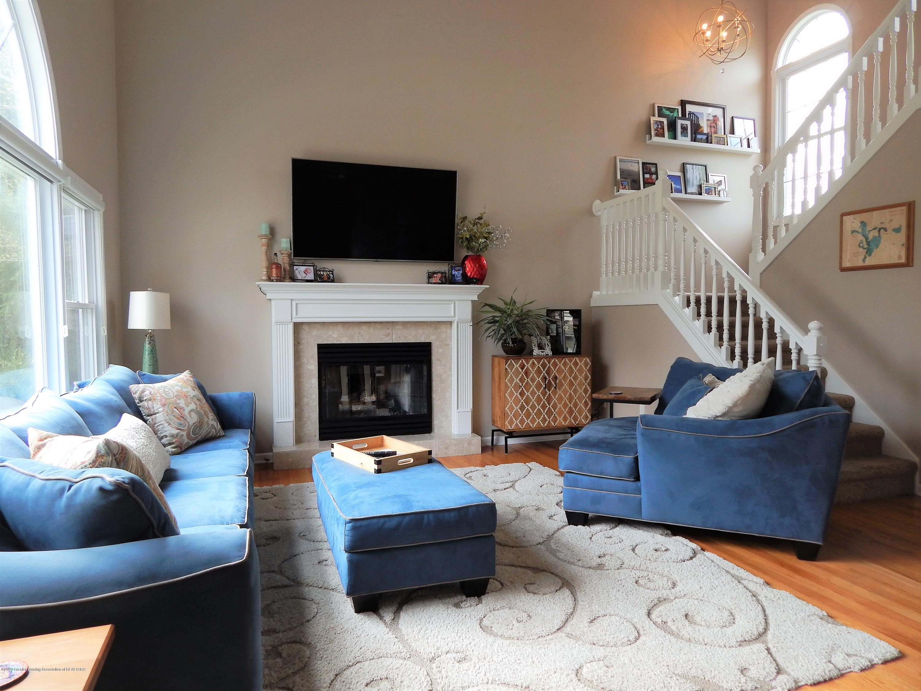 9481 Lookout Point Dr - Living Room - 12