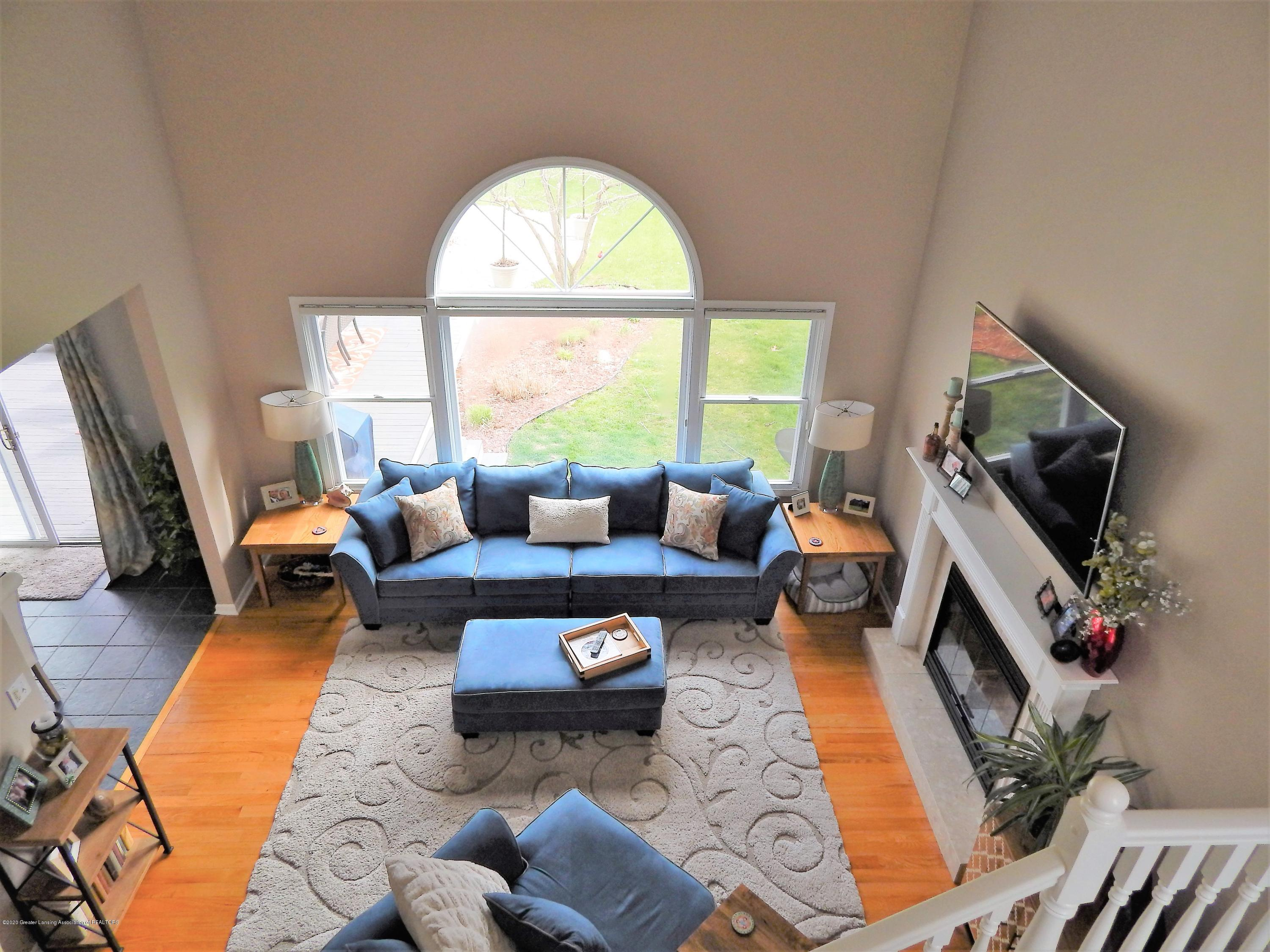 9481 Lookout Point Dr - Living Room - 15