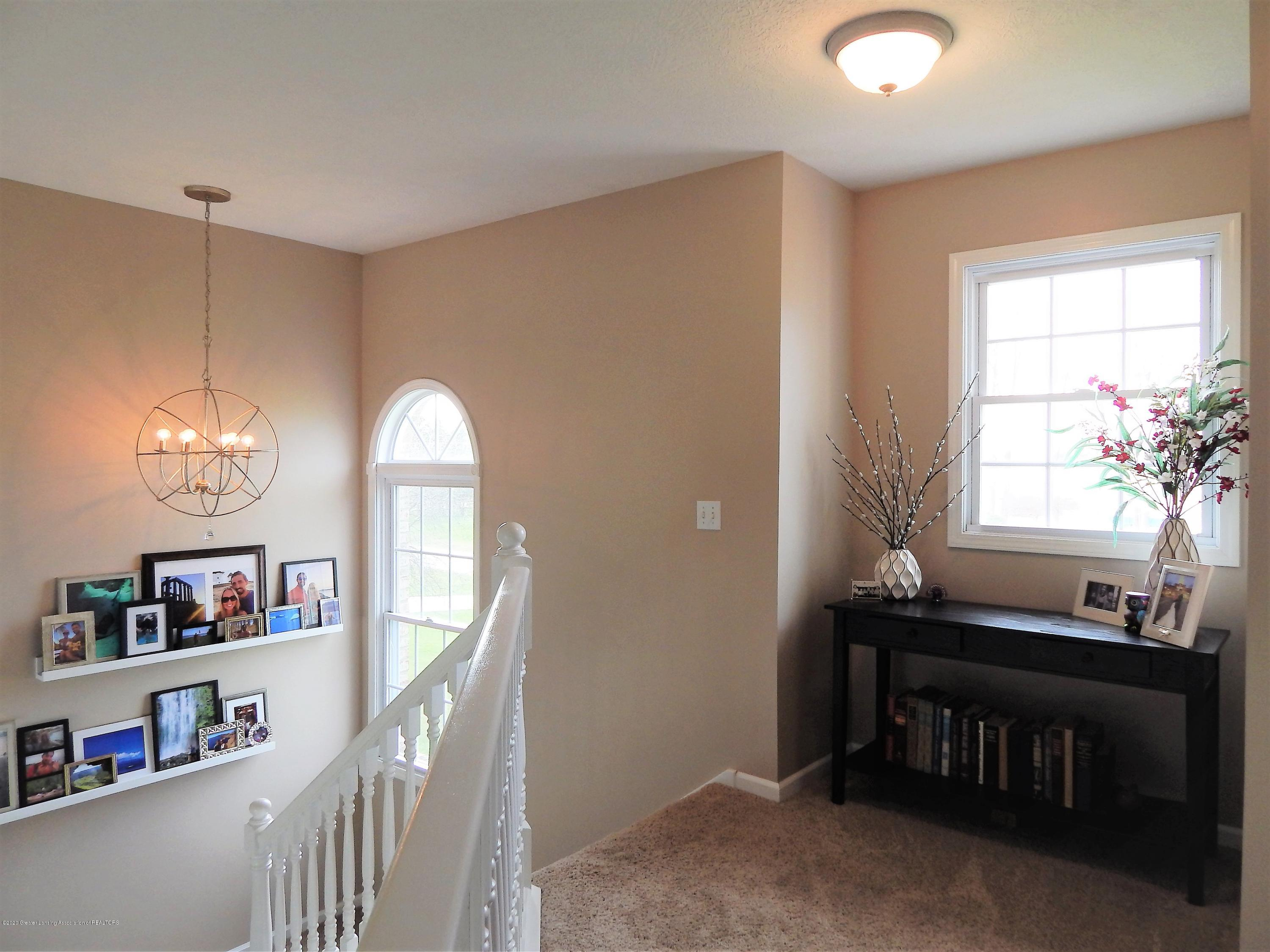 9481 Lookout Point Dr - Hallway - 16
