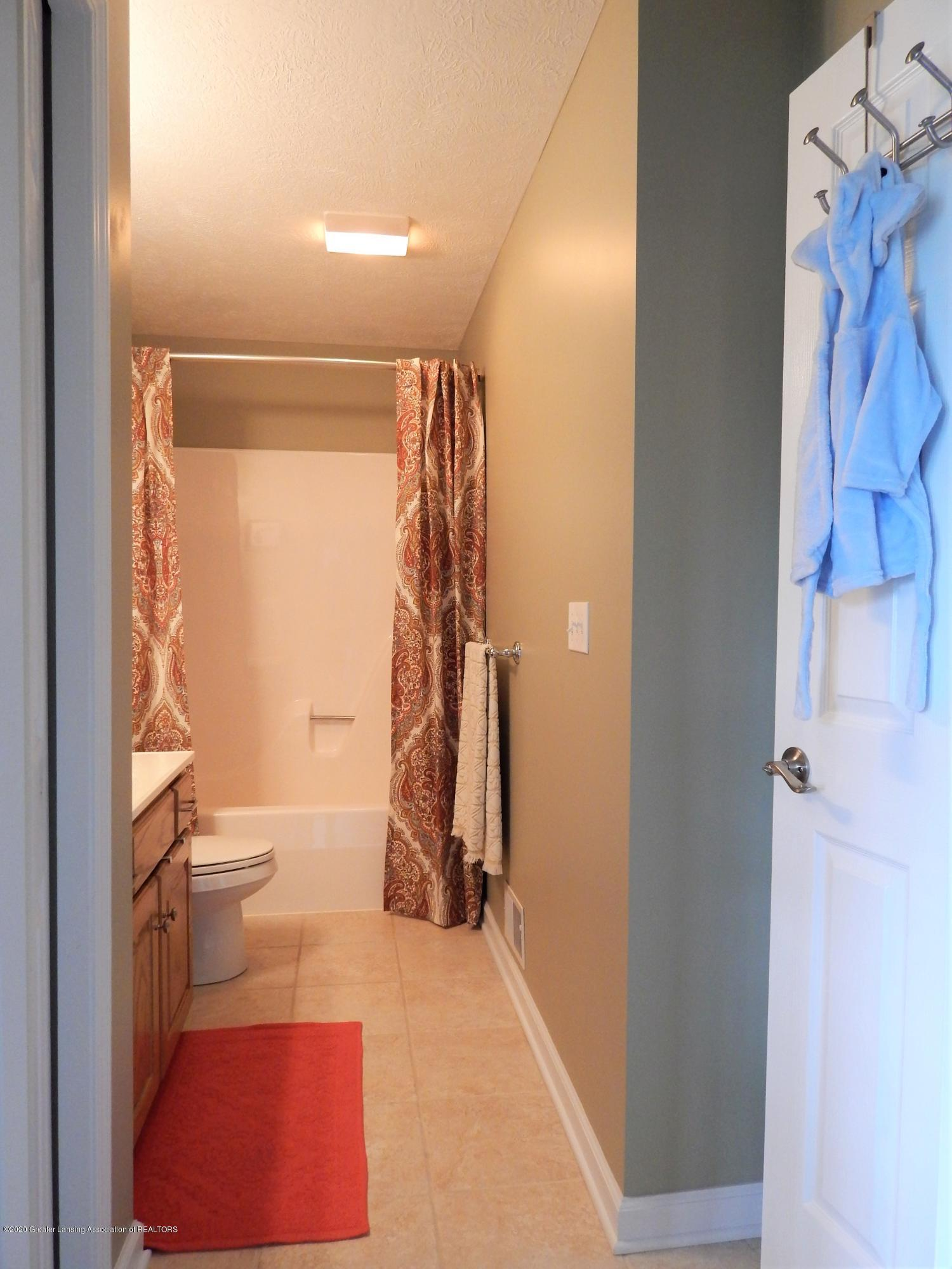 9481 Lookout Point Dr - Bathroom - 21