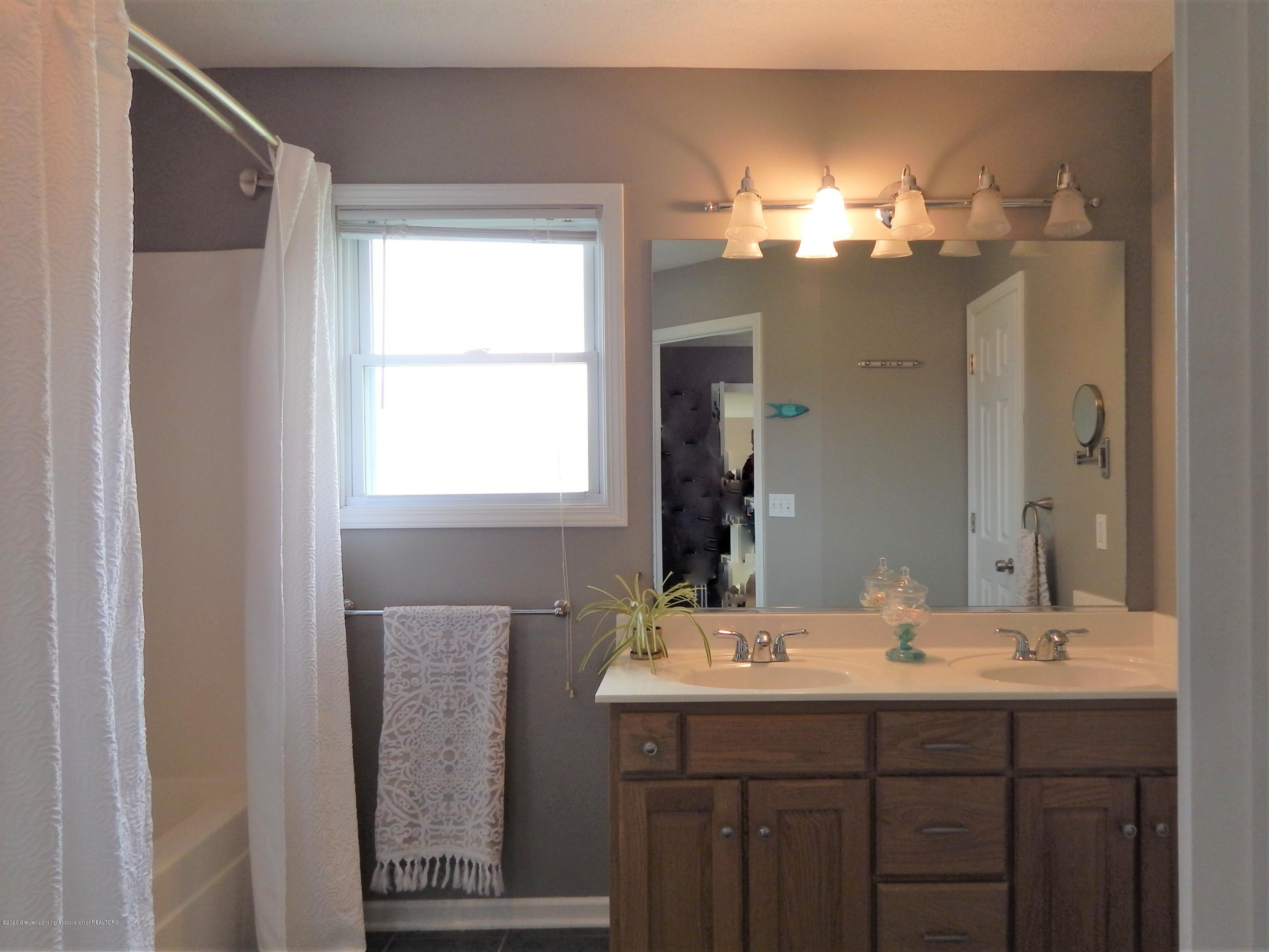 9481 Lookout Point Dr - Master Bathroom - 28