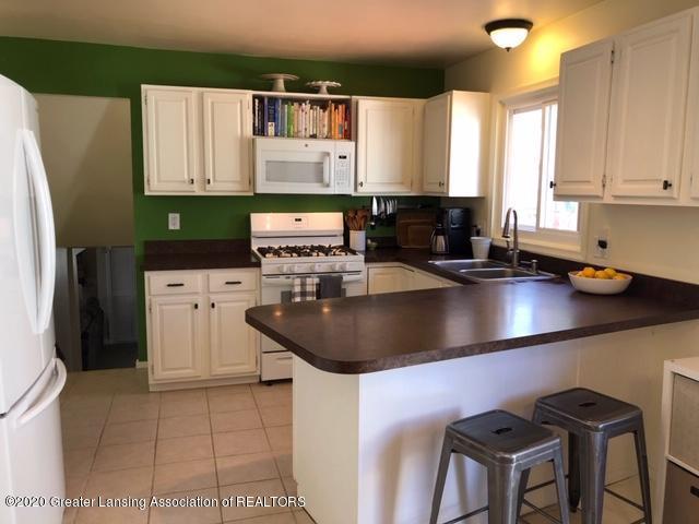 1667 Melrose Ave - Kitchen - 9