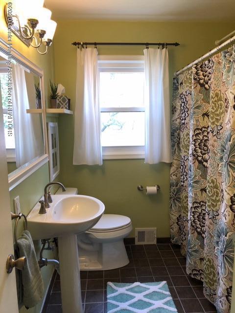 1667 Melrose Ave - Full Bathroom - 20