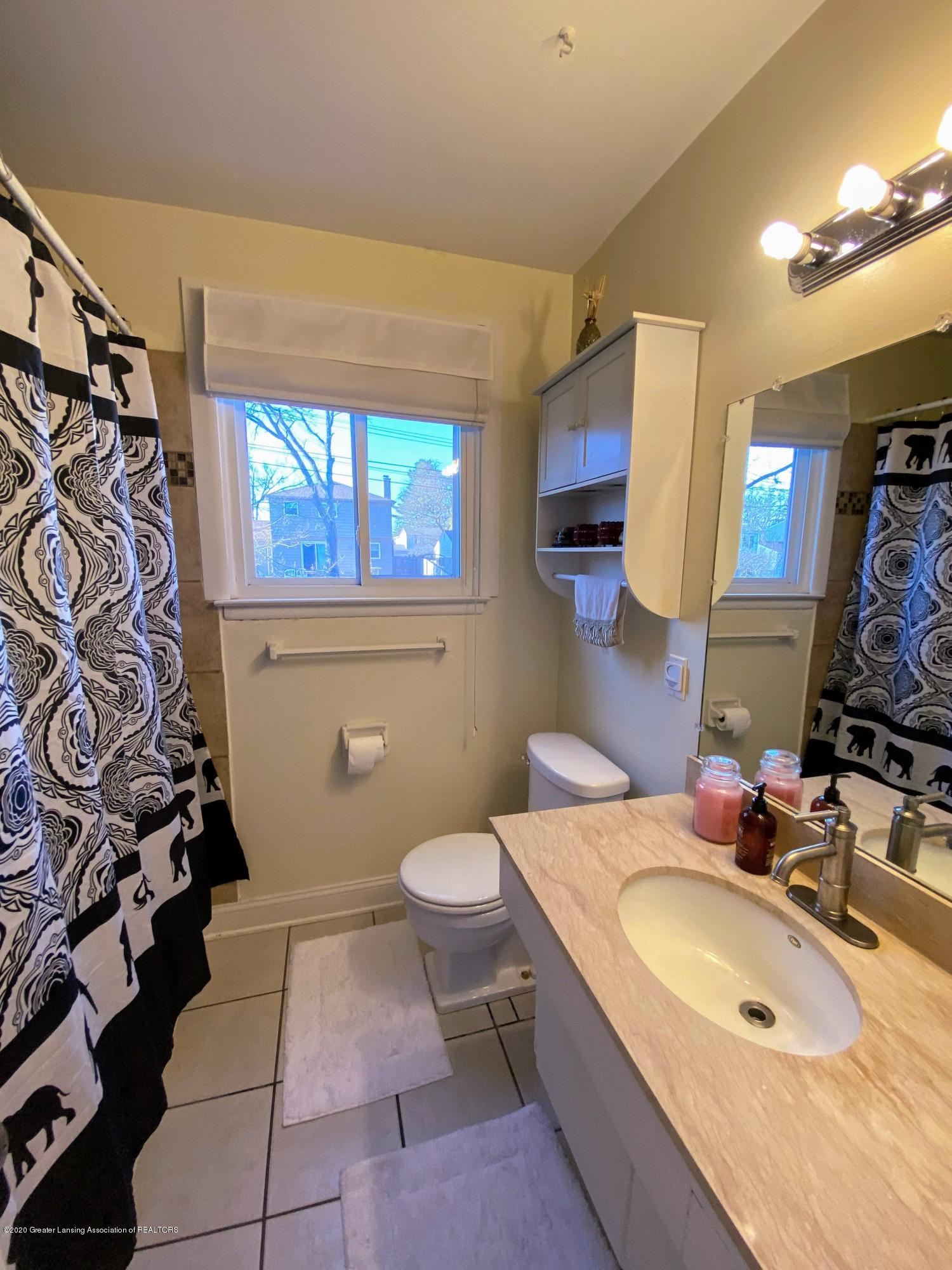 2703 Groesbeck Ave - Bathroom - 10