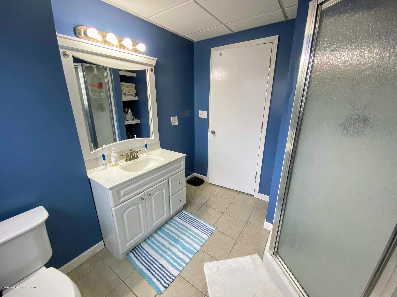 2703 Groesbeck Ave - Bathroom - 17