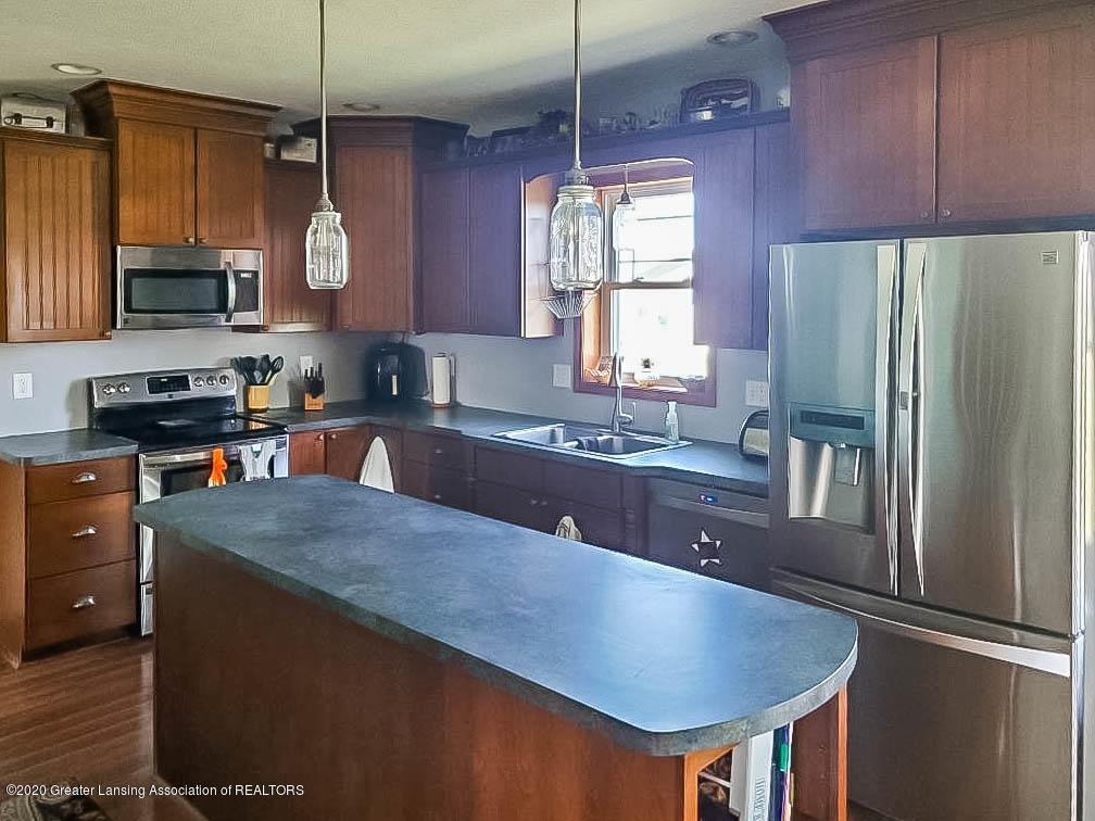 5800 W Chadwick Rd - Kitchen - 10