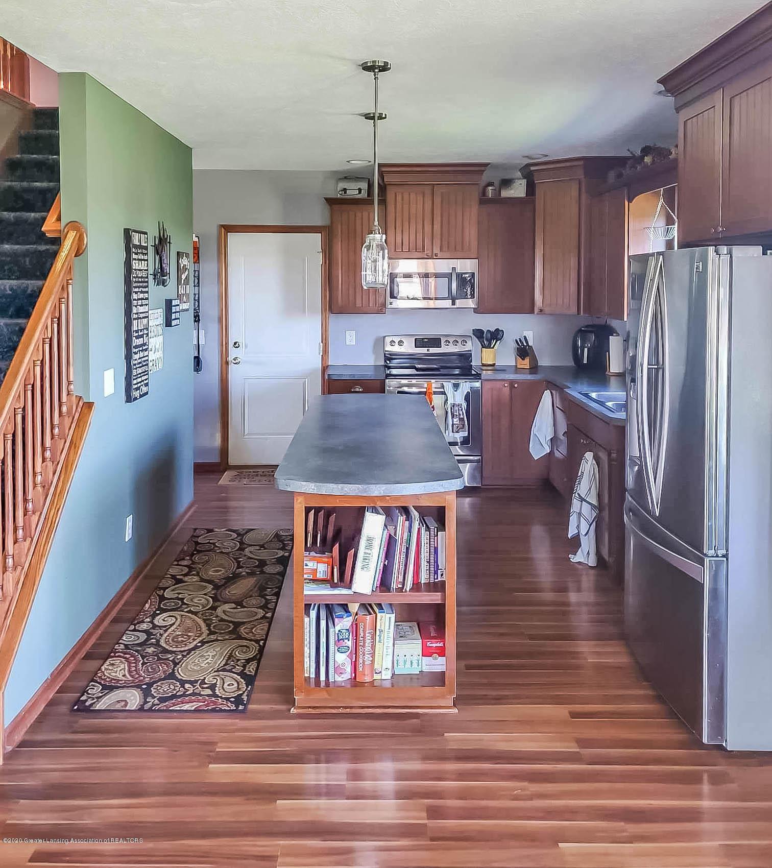 5800 W Chadwick Rd - Kitchen - 11