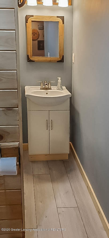5800 W Chadwick Rd - Basement Full Bath - 21