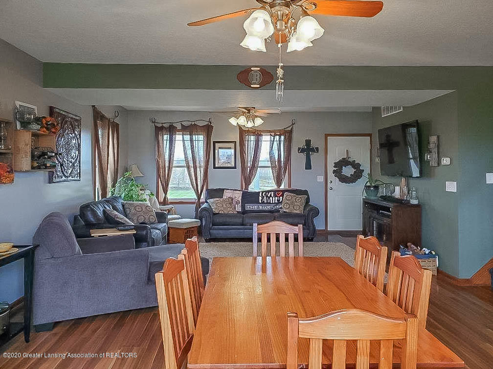 5800 W Chadwick Rd - Dining Area / Living Room - 7