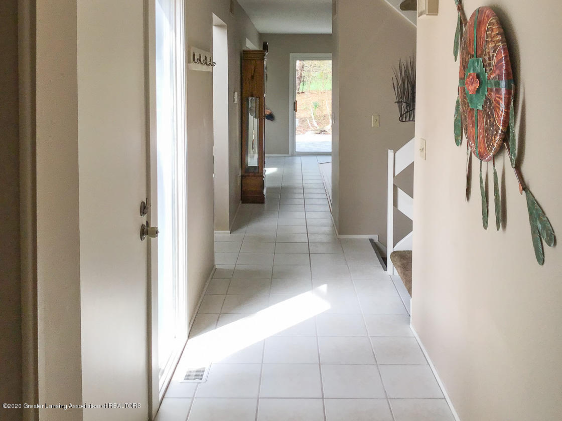 3731 Cavalier Dr - front hall - 3