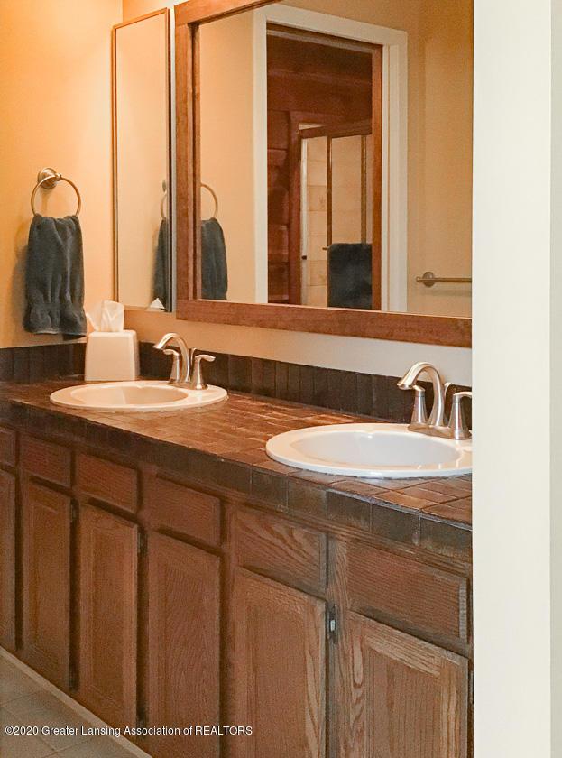 3731 Cavalier Dr - master bath vanity - 20