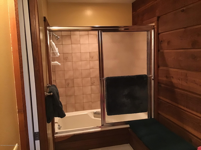 3731 Cavalier Dr - master bath tub - 23
