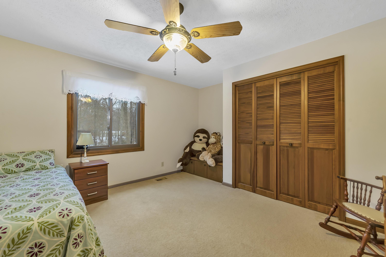 248 E Newman Rd - spacious bedrooms - 25