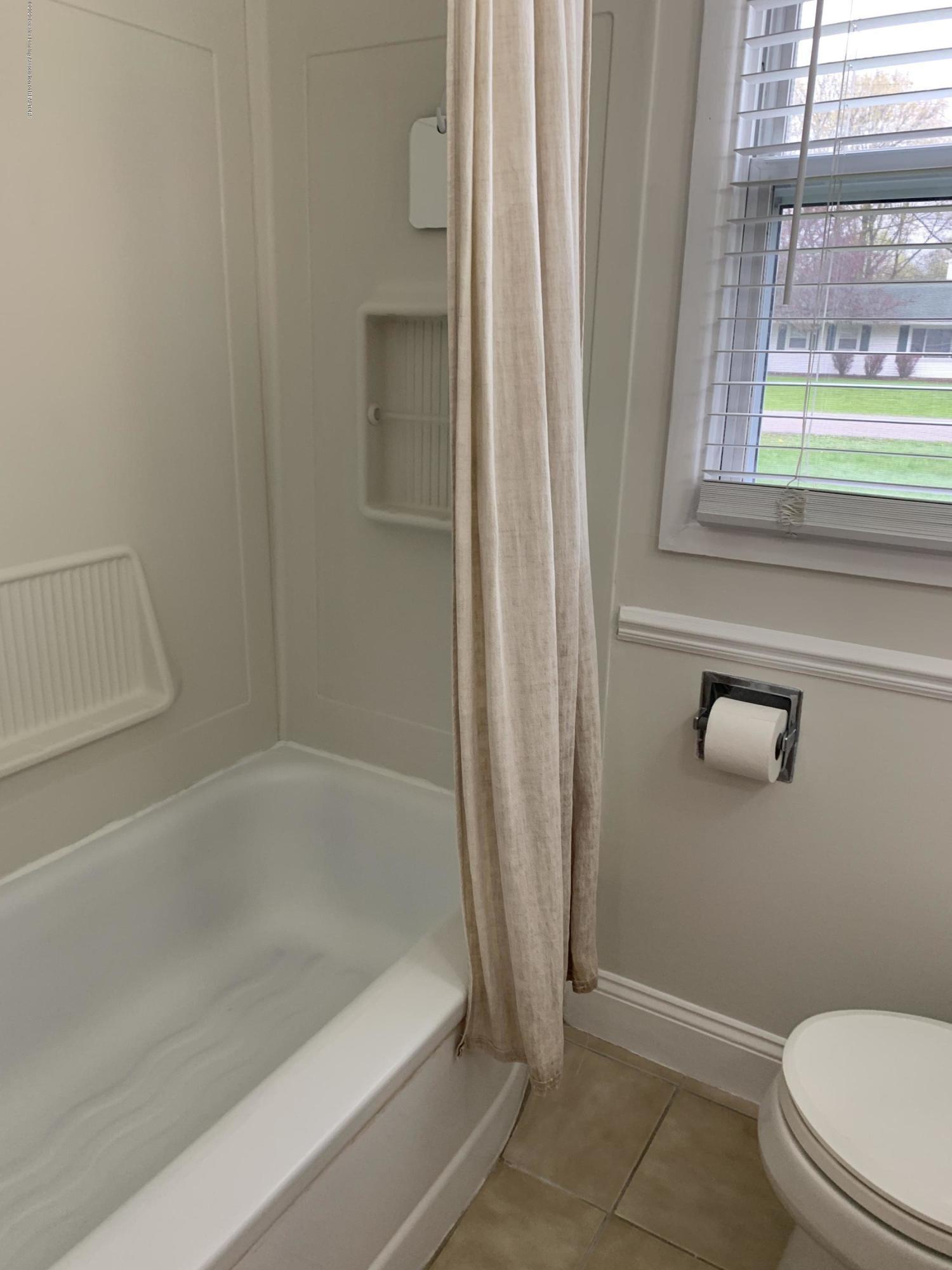 1626 Ann St - Bathroom - 17