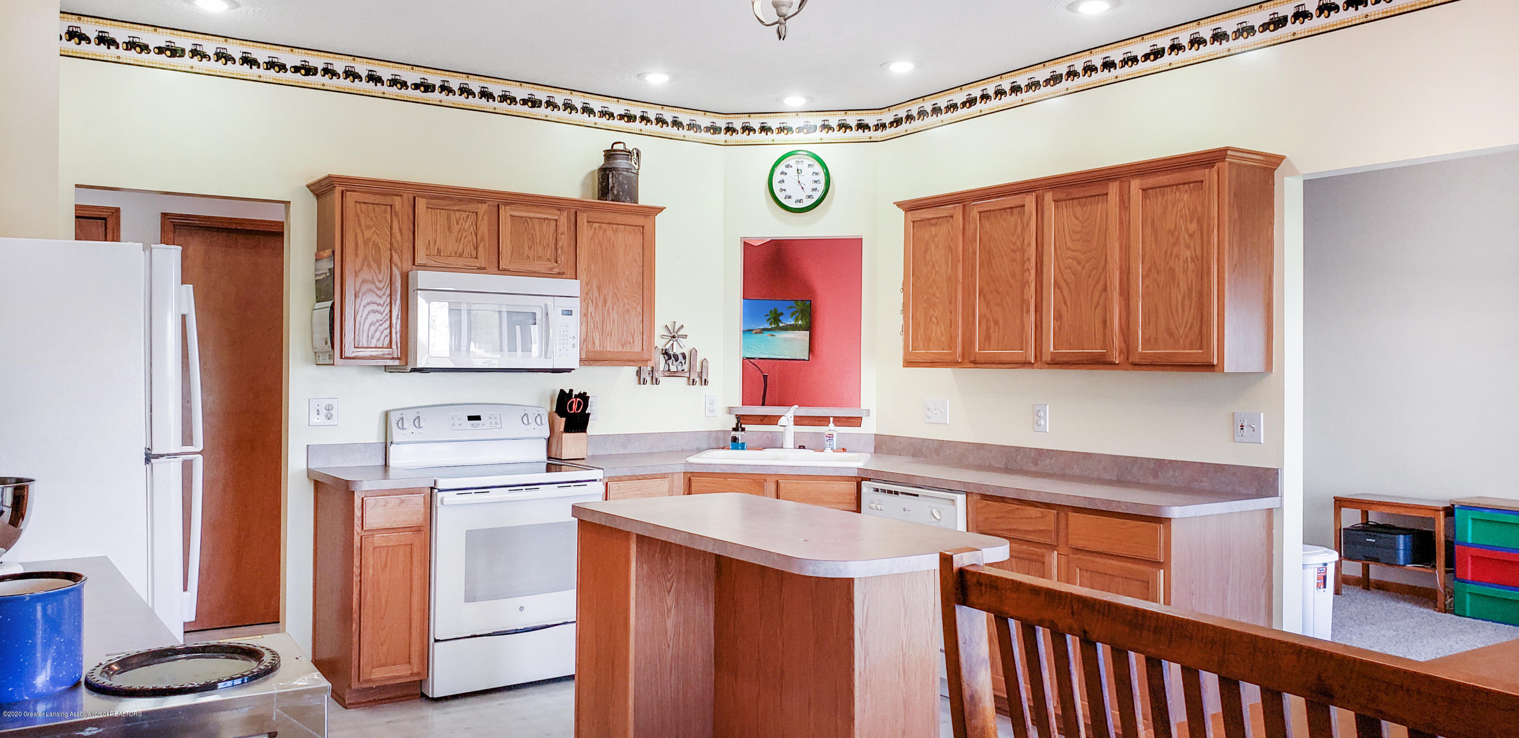 7910 S Francis Rd - Kitchen - 16