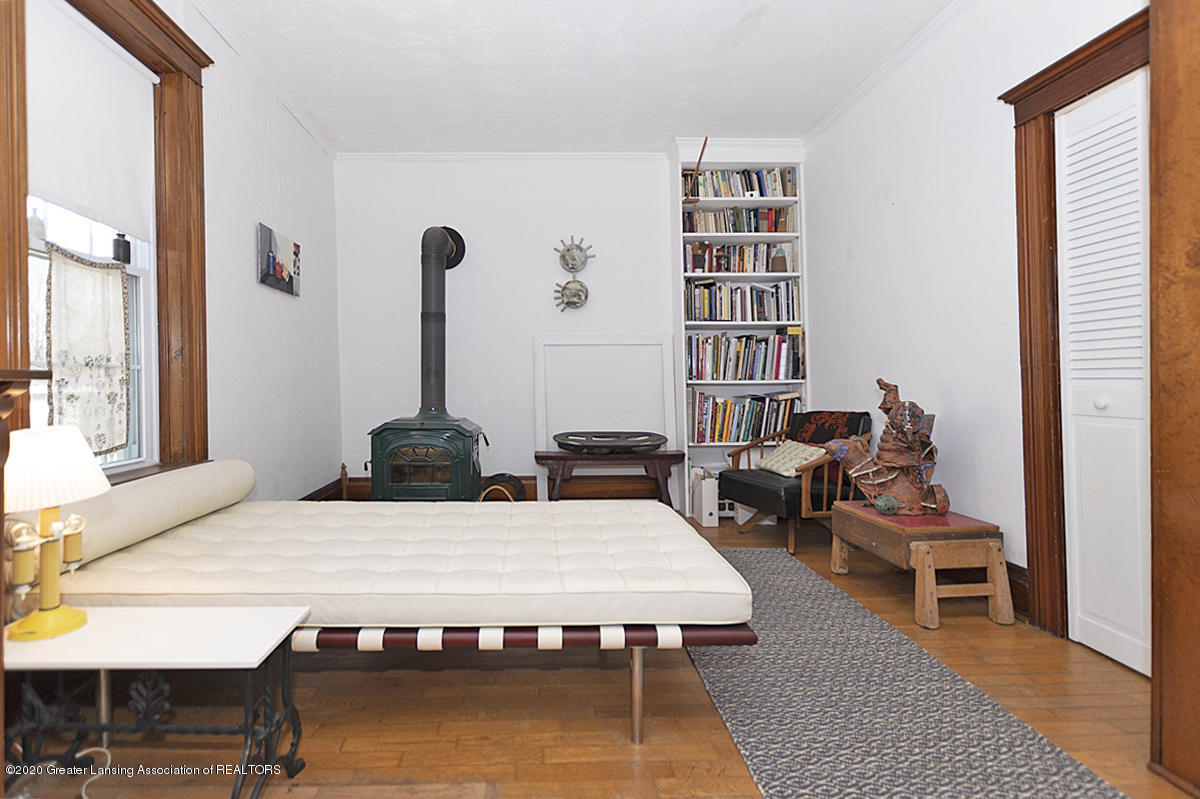 861 S Barnes St - LIVING ROOM - 13