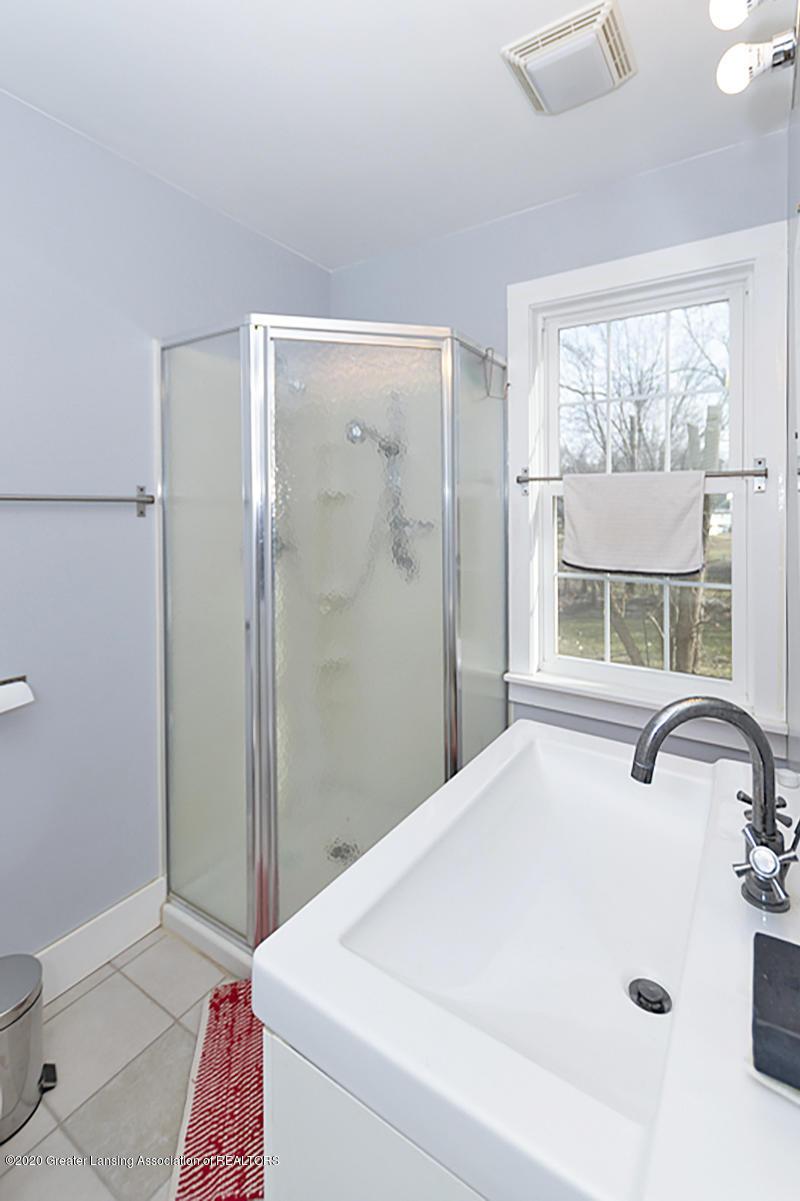 861 S Barnes St - FULL BATHROOM - 24