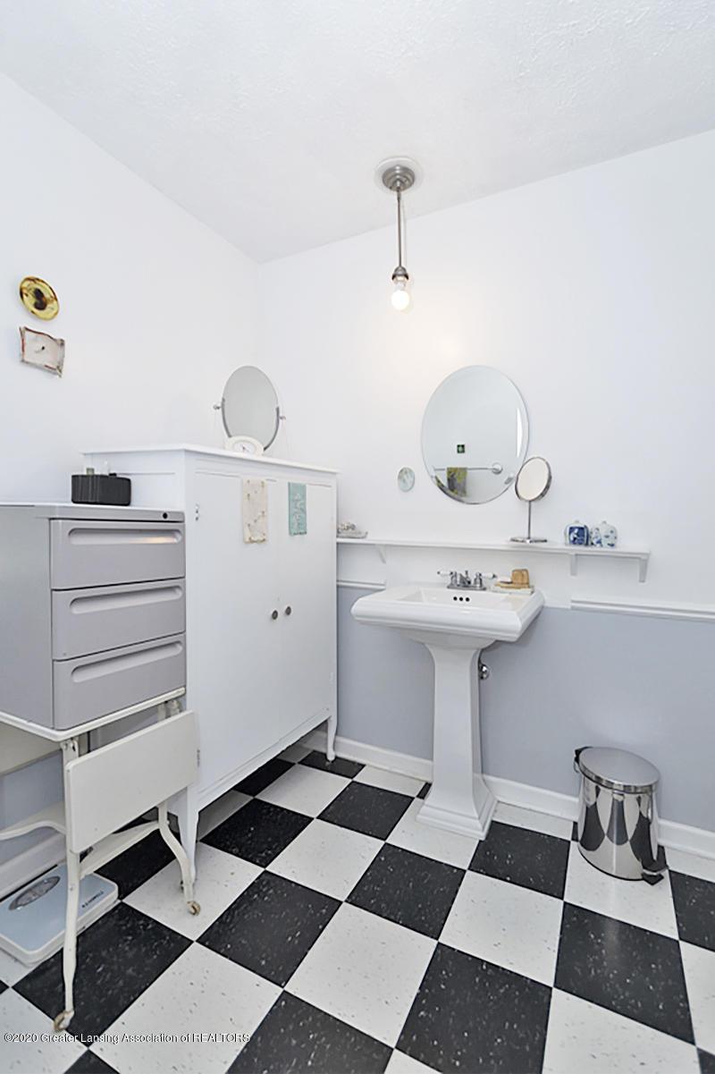 861 S Barnes St - FULL BATHROOM - 26