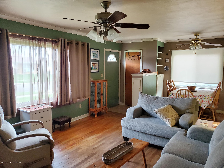 2800 Fernwood Ave - Fernwood livingroom door - 4