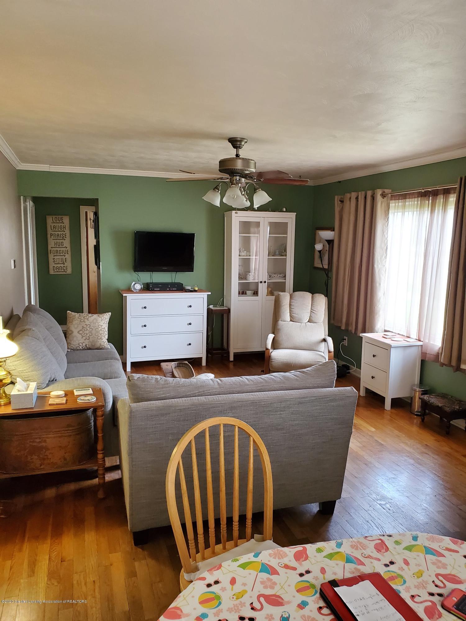 2800 Fernwood Ave - Fernwood livingroom hall - 5