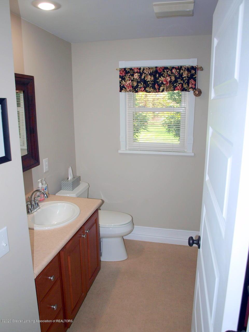 1208 S Oakland St - Bathroom - 13