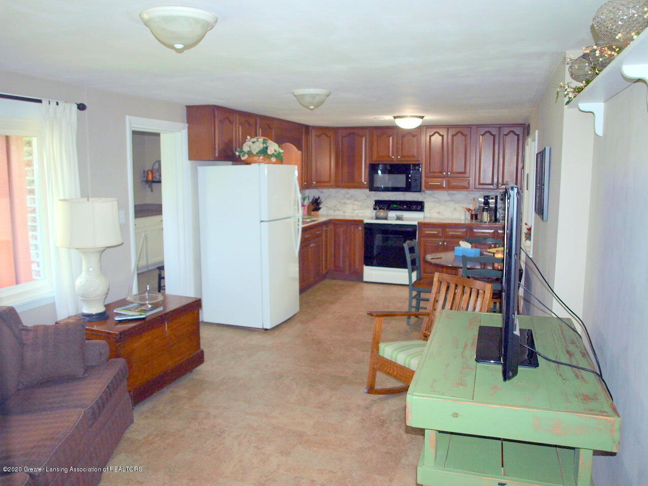 1208 S Oakland St - Family Room/Kitchen - 6