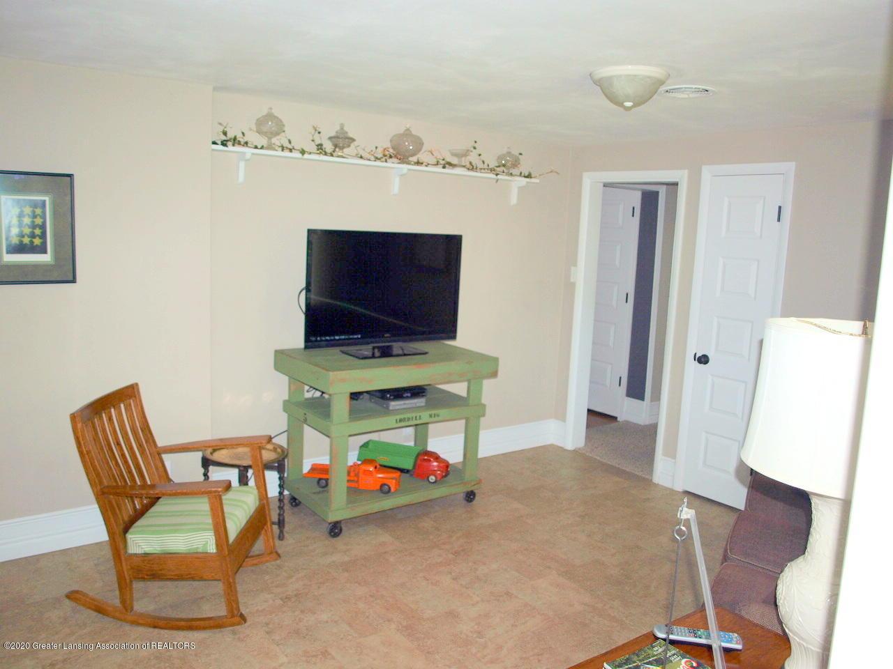1208 S Oakland St - Family Room - 7